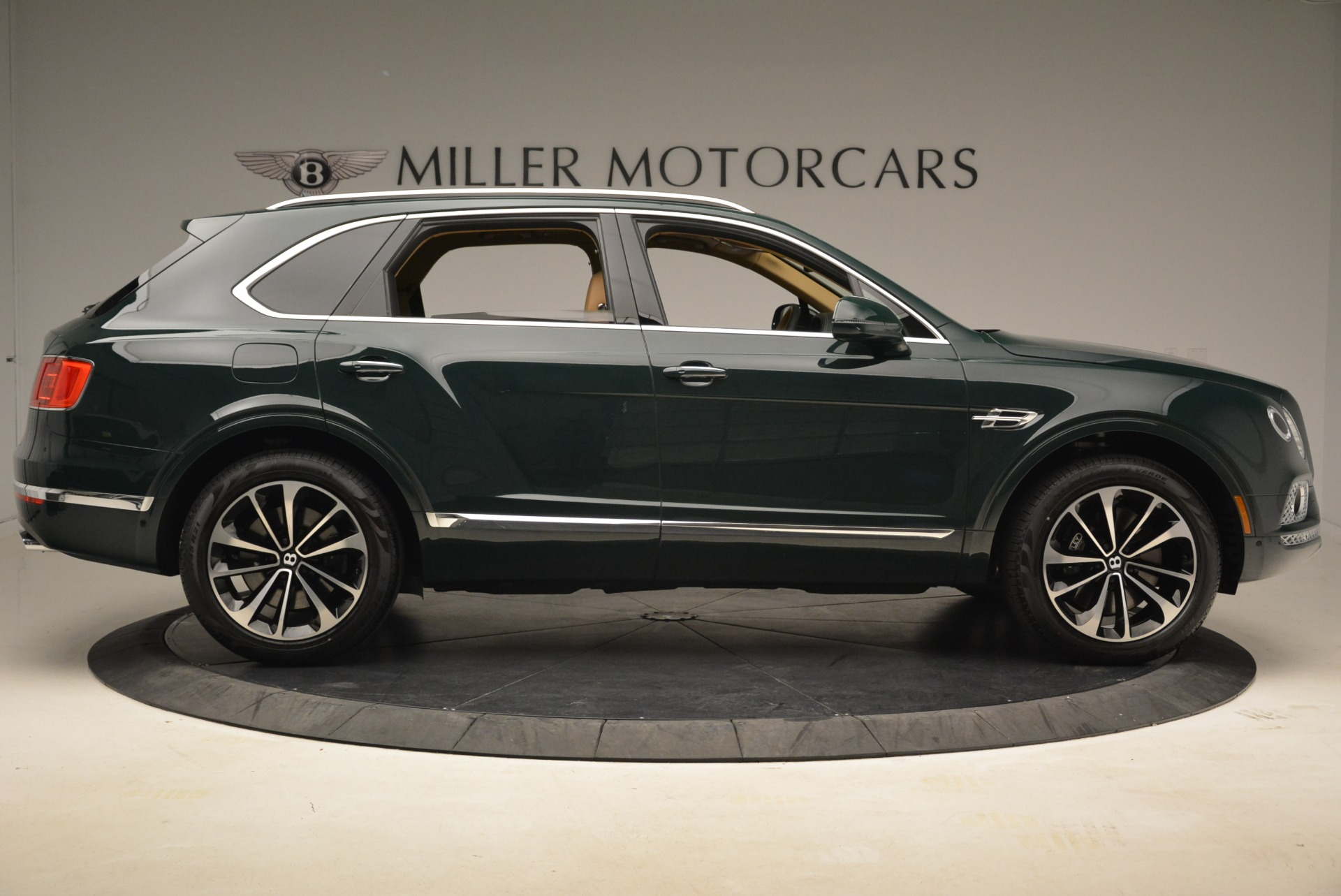 New 2018 Bentley Bentayga Signature For Sale In Greenwich, CT 2072_p9
