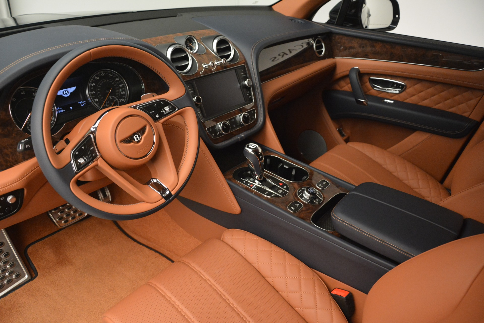 Used 2018 Bentley Bentayga Signature For Sale In Greenwich, CT 2076_p17