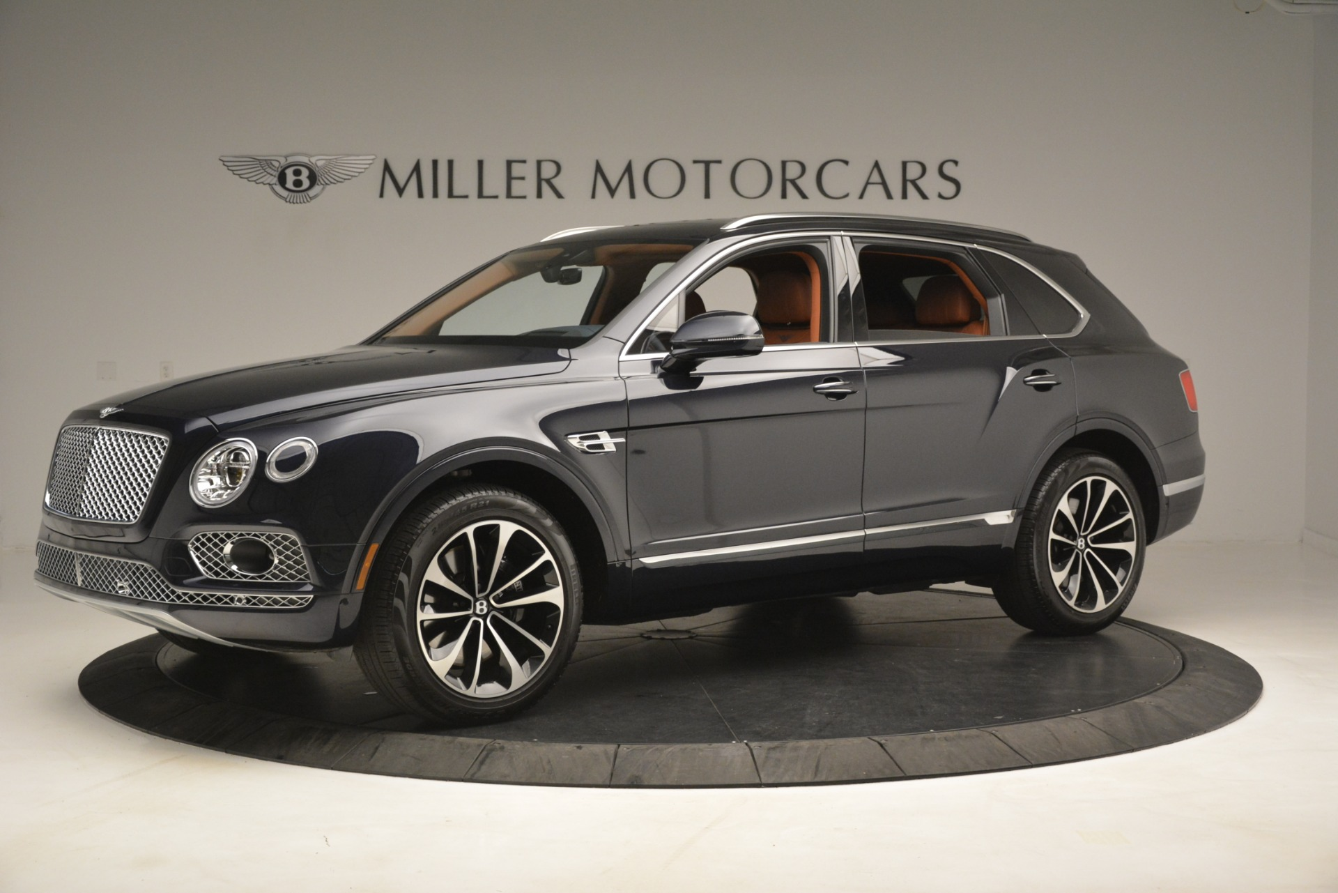 Used 2018 Bentley Bentayga Signature For Sale In Greenwich, CT 2076_p3