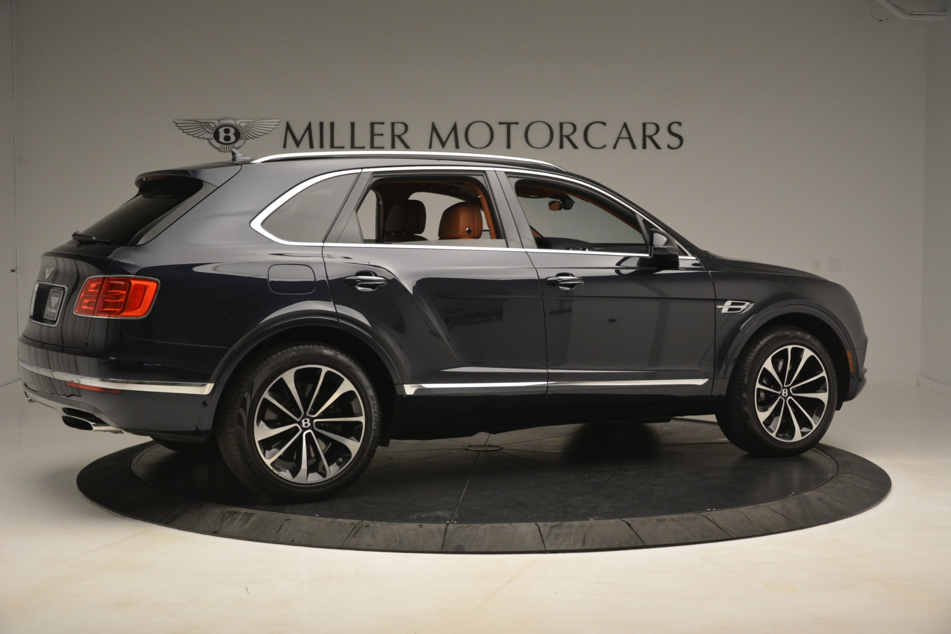 Used 2018 Bentley Bentayga Signature For Sale In Greenwich, CT 2076_p9