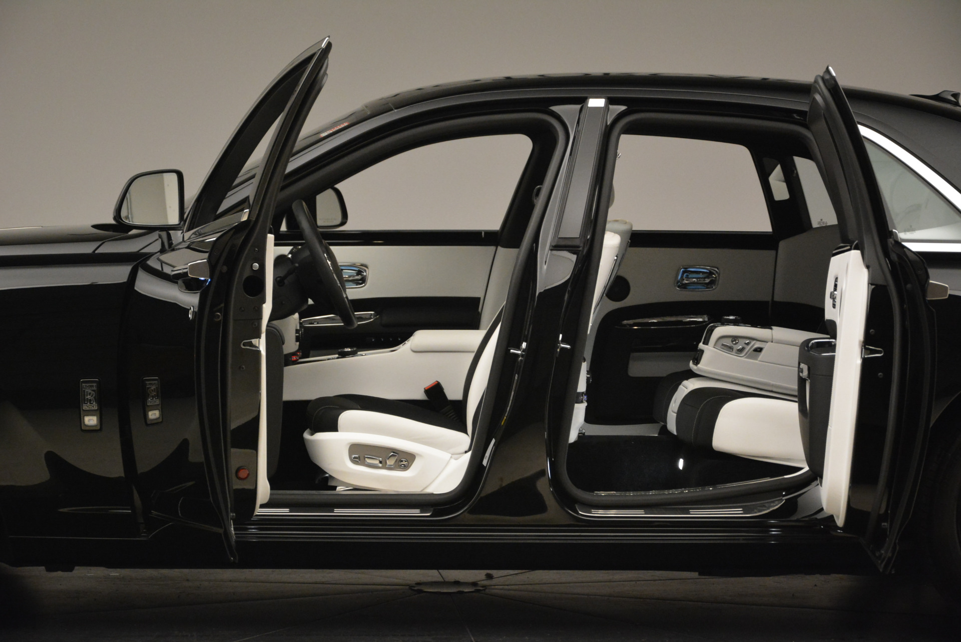 Used 2017 Rolls-Royce Ghost Black Badge For Sale In Greenwich, CT 2093_p15