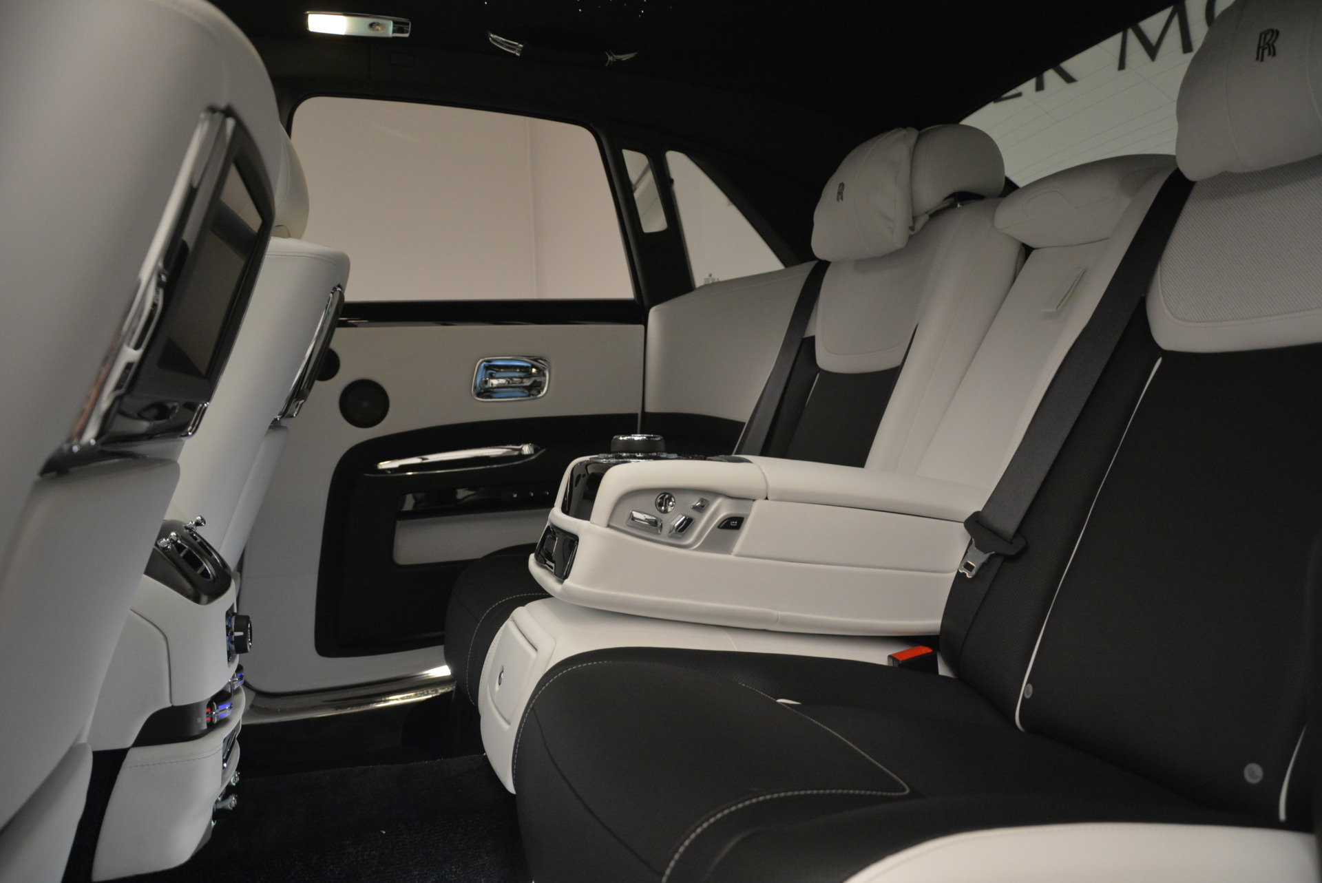 Used 2017 Rolls-Royce Ghost Black Badge For Sale In Greenwich, CT 2093_p24
