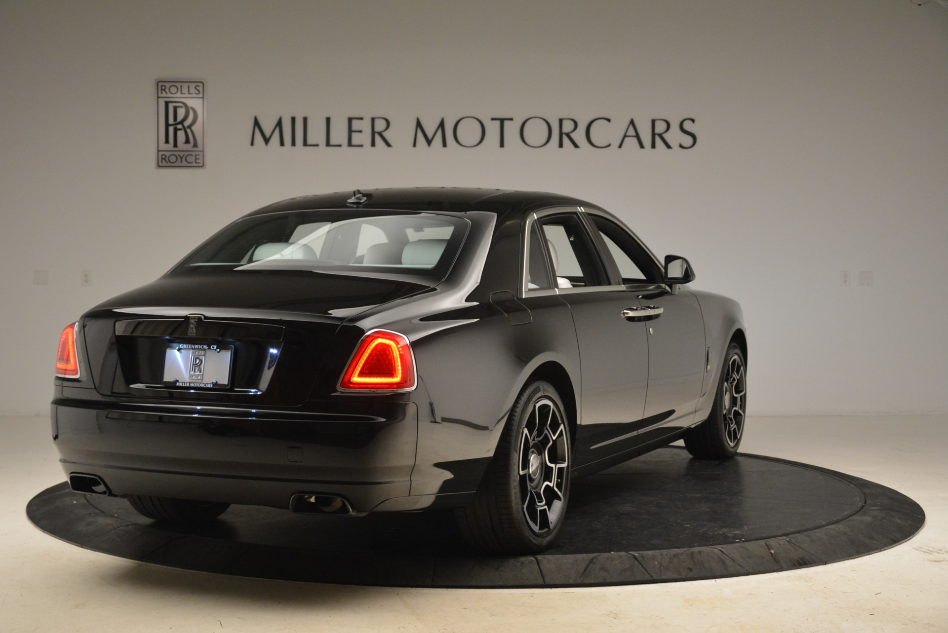 Used 2017 Rolls-Royce Ghost Black Badge For Sale In Greenwich, CT 2093_p5