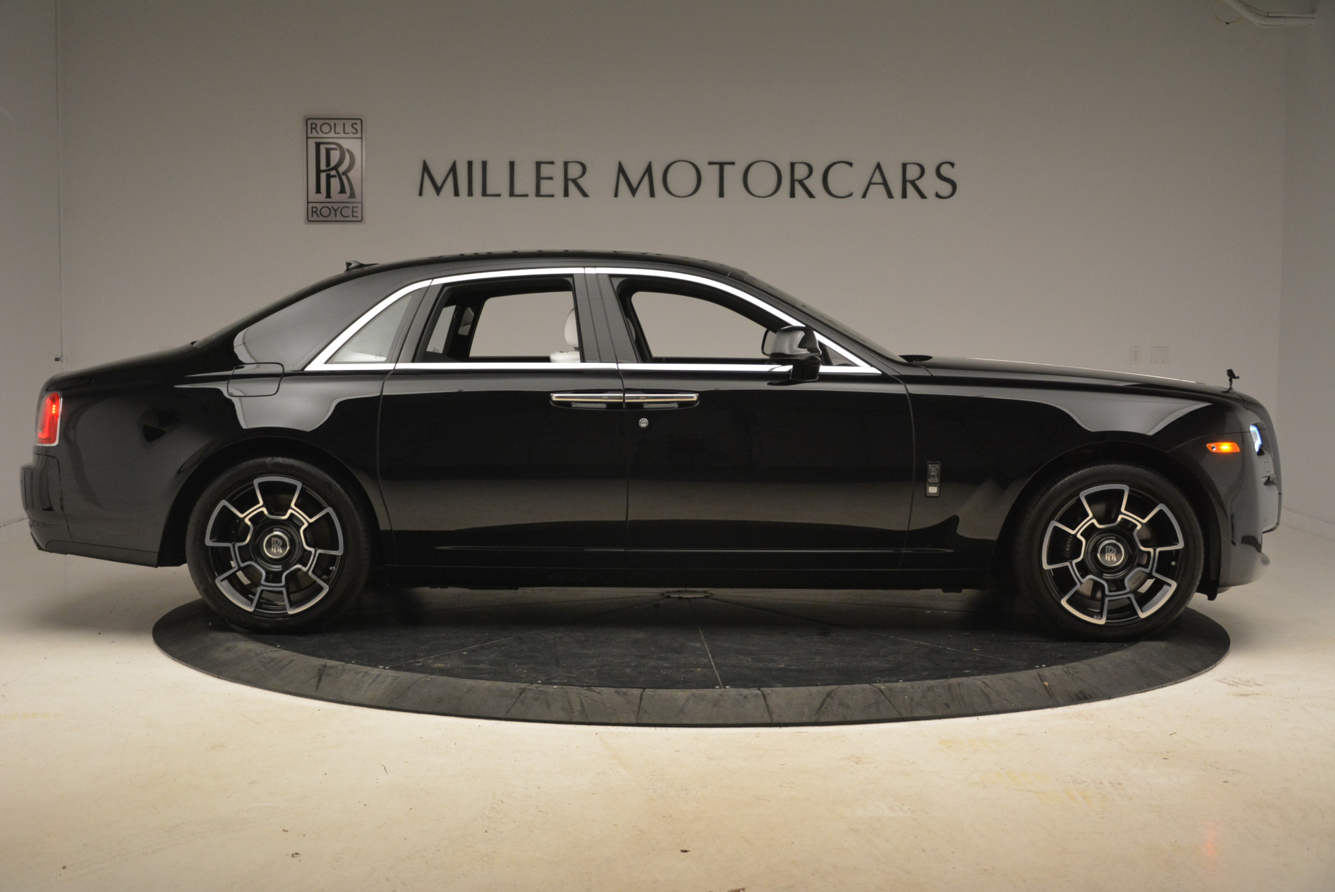 Used 2017 Rolls-Royce Ghost Black Badge For Sale In Greenwich, CT 2093_p7