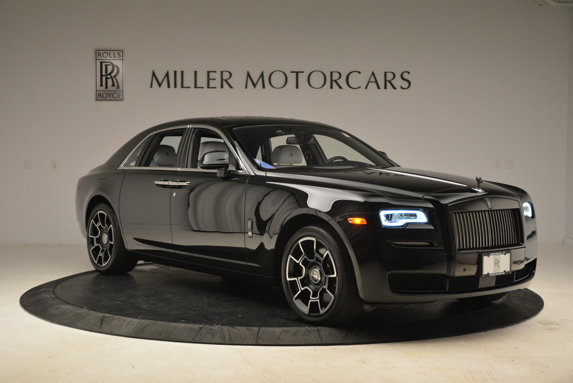 Used 2017 Rolls-Royce Ghost Black Badge For Sale In Greenwich, CT 2093_p9