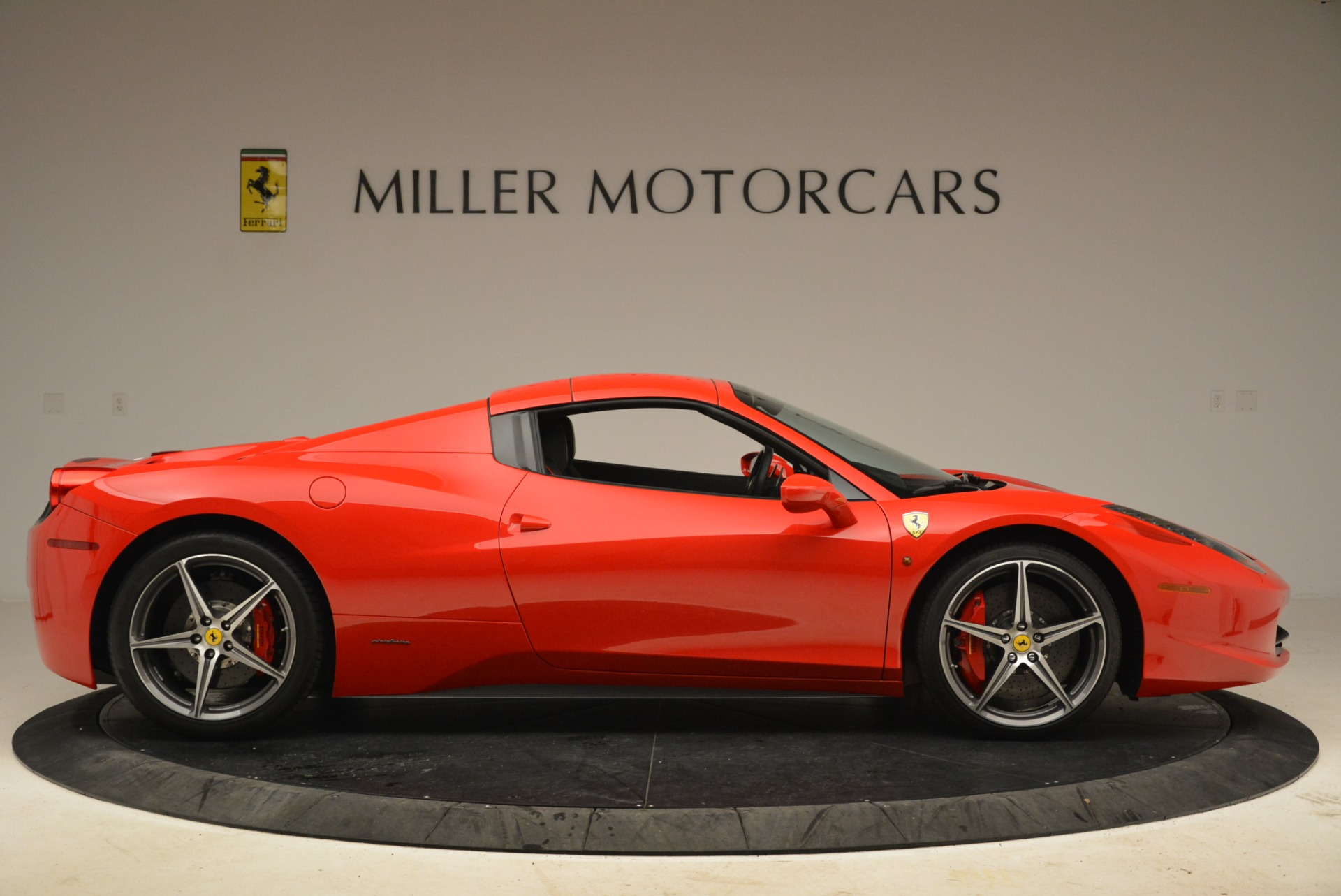 Used 2014 Ferrari 458 Spider  For Sale In Greenwich, CT 2100_p21