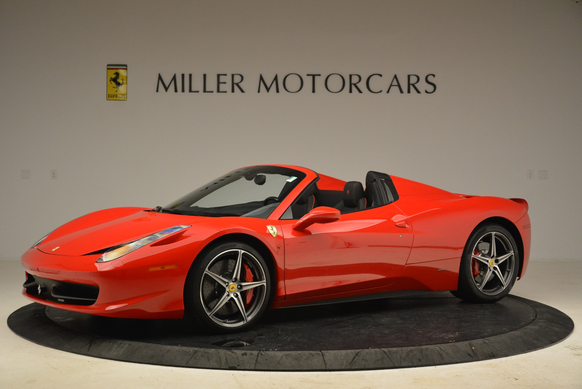 Used 2014 Ferrari 458 Spider  For Sale In Greenwich, CT 2100_p2