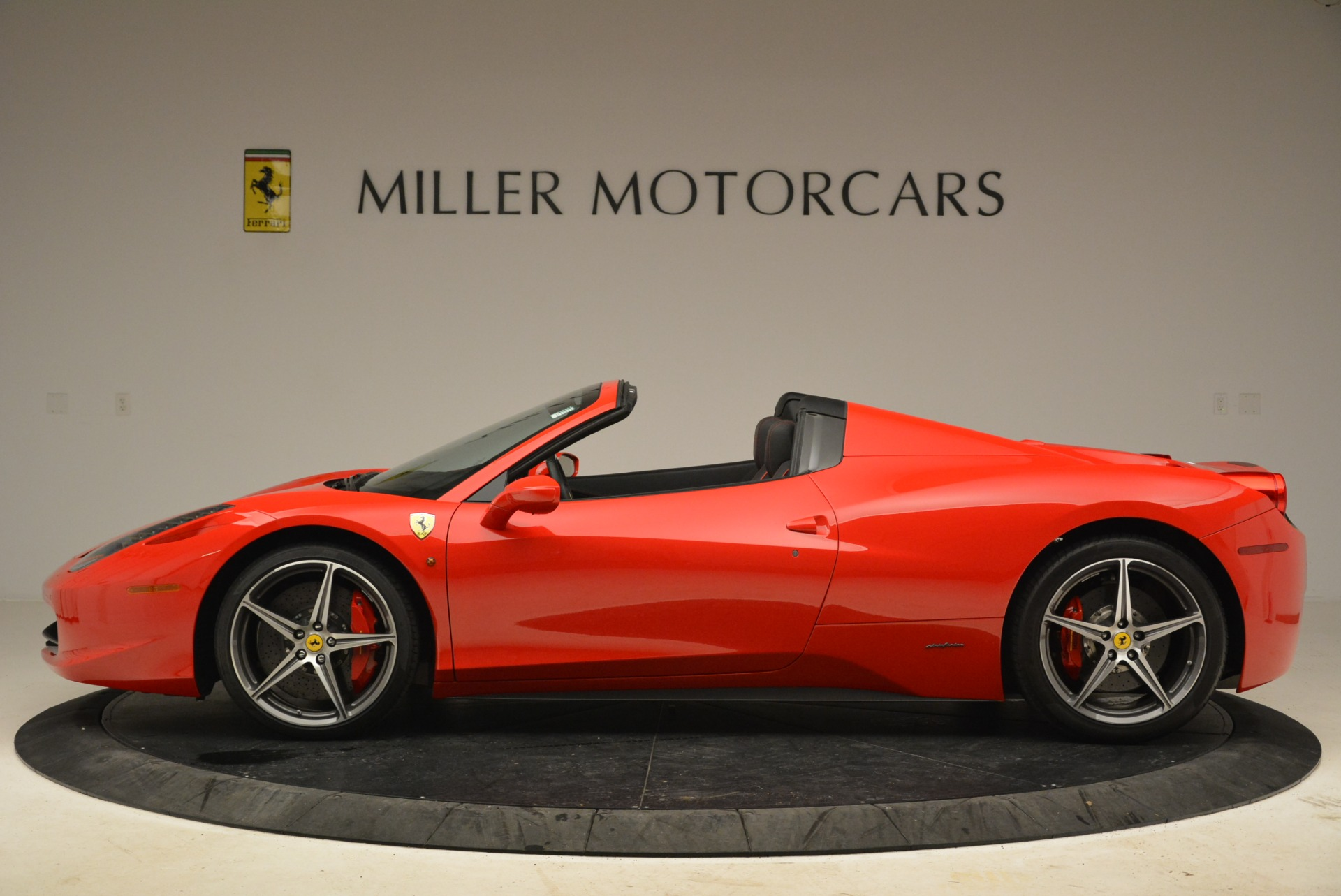 Used 2014 Ferrari 458 Spider  For Sale In Greenwich, CT 2100_p3