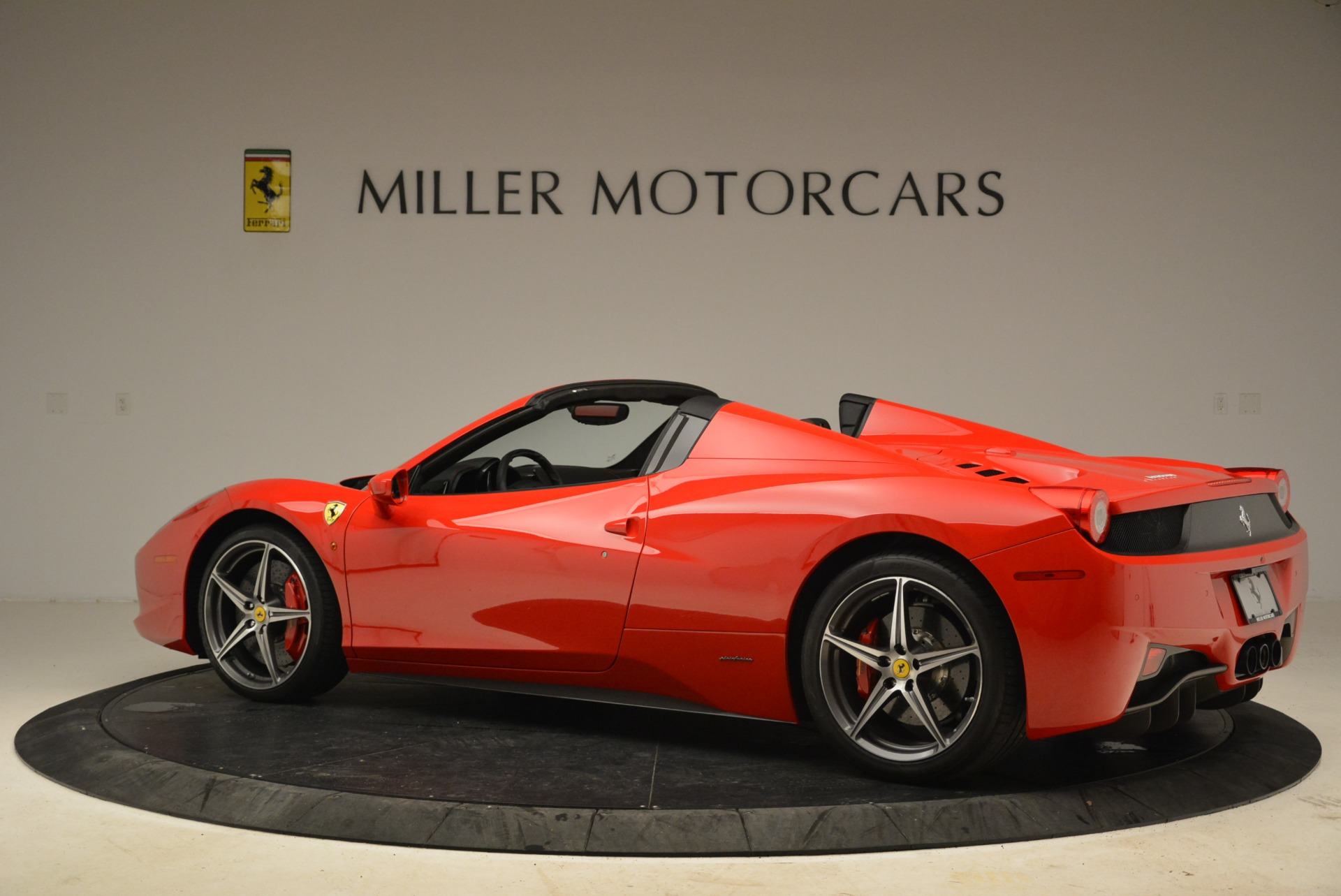 Used 2014 Ferrari 458 Spider  For Sale In Greenwich, CT 2100_p4