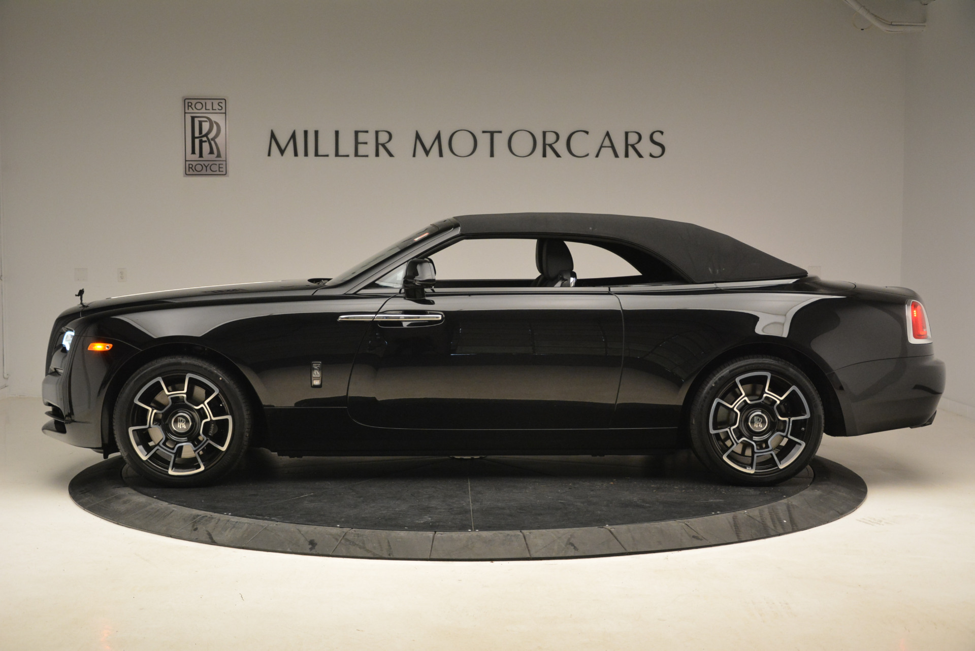 New 2018 Rolls-Royce Dawn Black Badge For Sale In Greenwich, CT 2102_p14
