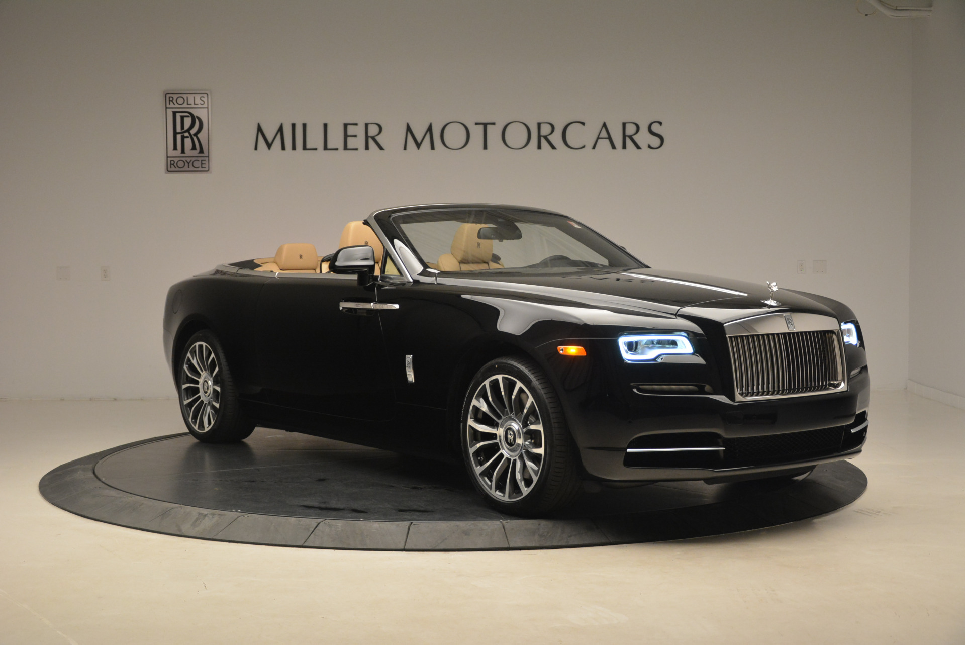 Used 2018 Rolls-Royce Dawn  For Sale In Greenwich, CT 2105_p10