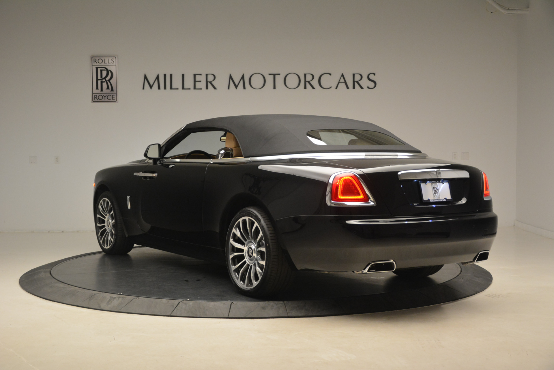 Used 2018 Rolls-Royce Dawn  For Sale In Greenwich, CT 2105_p14
