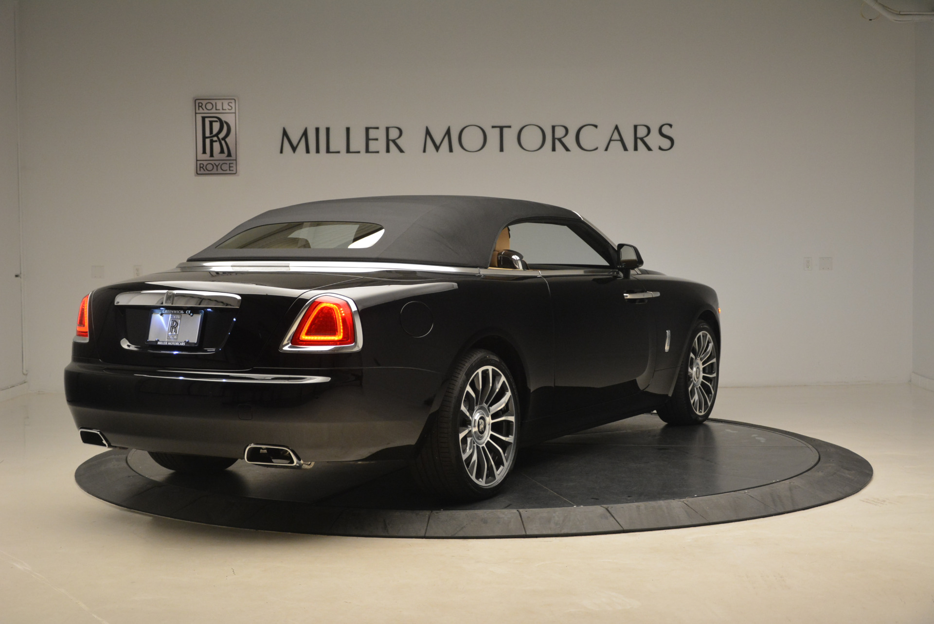 Used 2018 Rolls-Royce Dawn  For Sale In Greenwich, CT 2105_p16