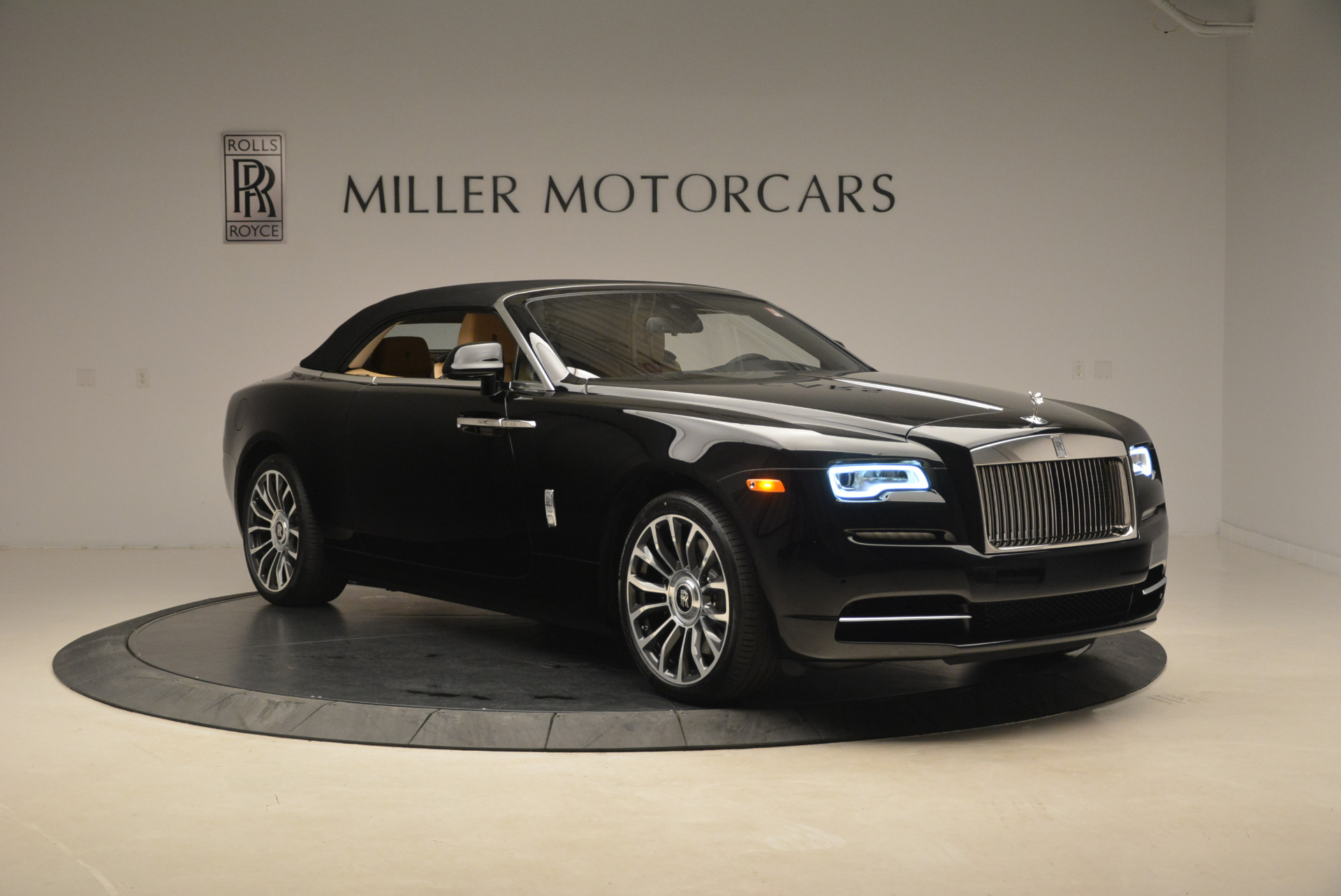 Used 2018 Rolls-Royce Dawn  For Sale In Greenwich, CT 2105_p18