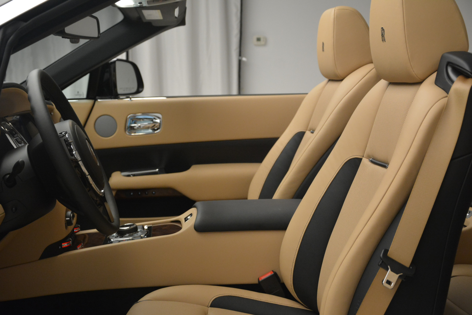 Used 2018 Rolls-Royce Dawn  For Sale In Greenwich, CT 2105_p23