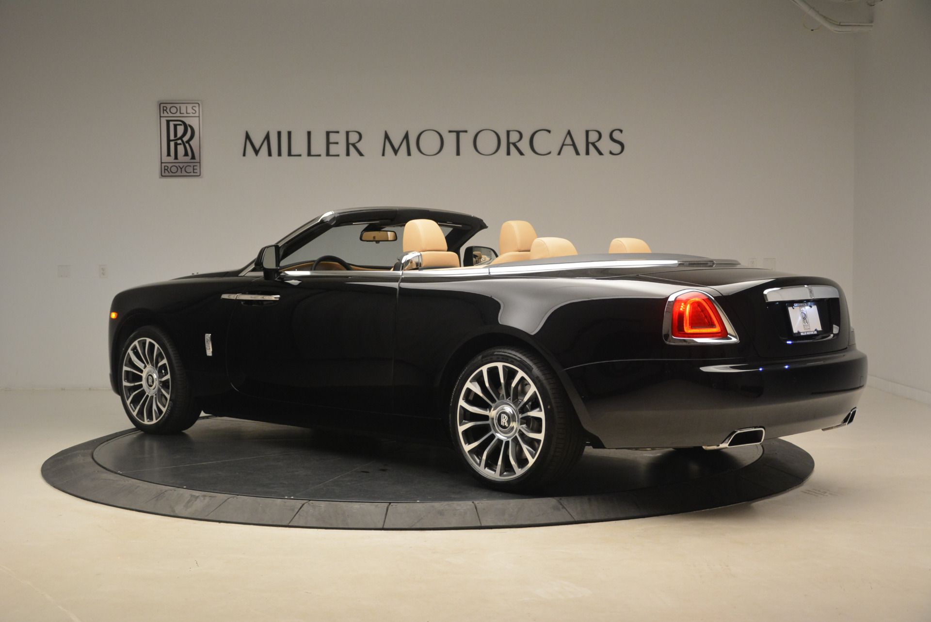 Used 2018 Rolls-Royce Dawn  For Sale In Greenwich, CT 2105_p4