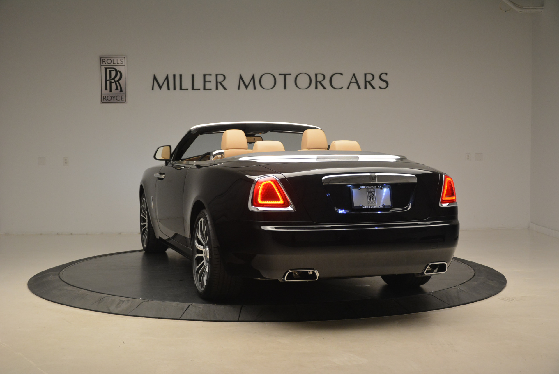 Used 2018 Rolls-Royce Dawn  For Sale In Greenwich, CT 2105_p5