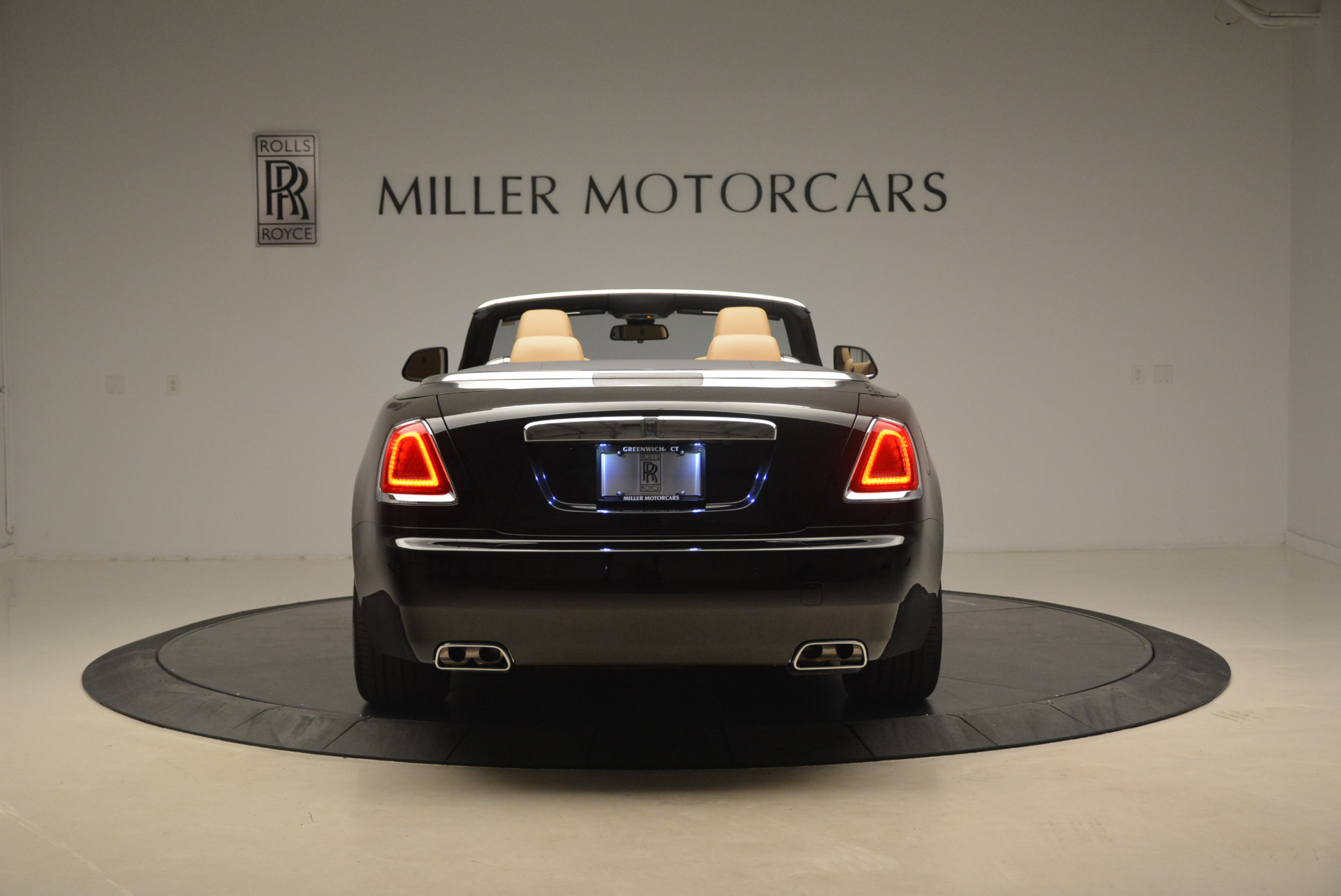 Used 2018 Rolls-Royce Dawn  For Sale In Greenwich, CT 2105_p6