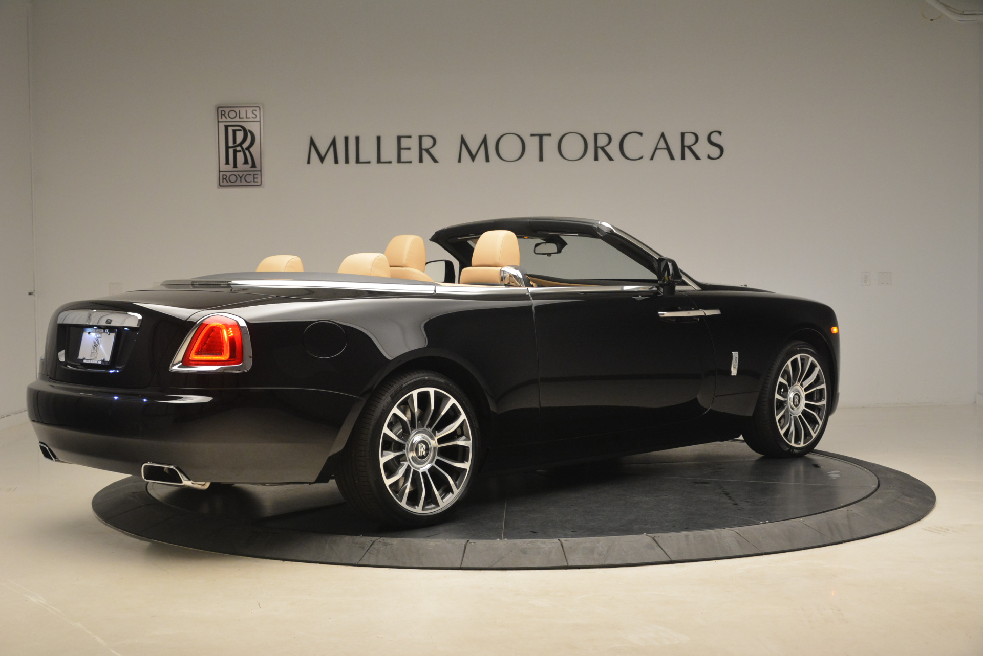 Used 2018 Rolls-Royce Dawn  For Sale In Greenwich, CT 2105_p7