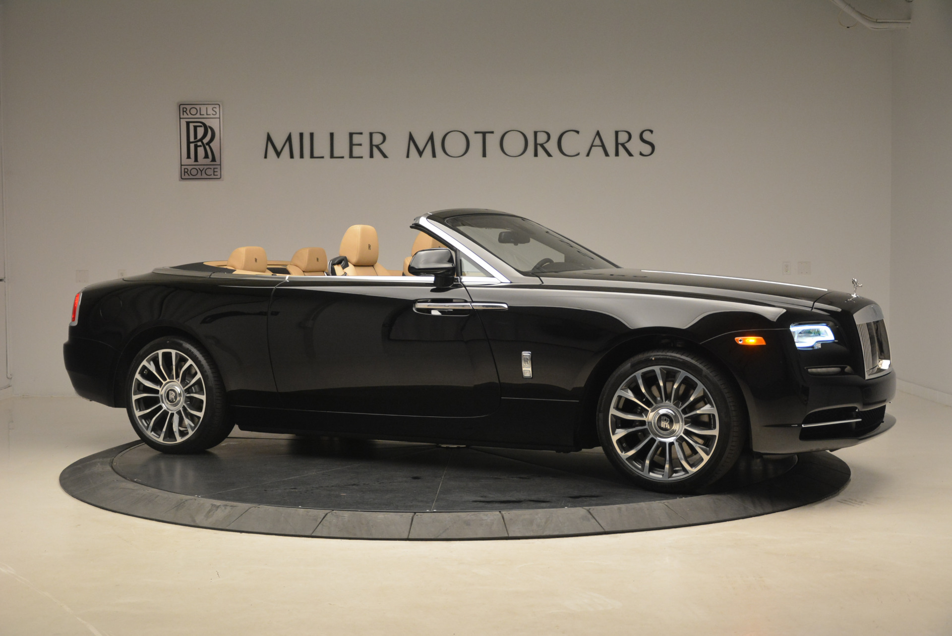 Used 2018 Rolls-Royce Dawn  For Sale In Greenwich, CT 2105_p9