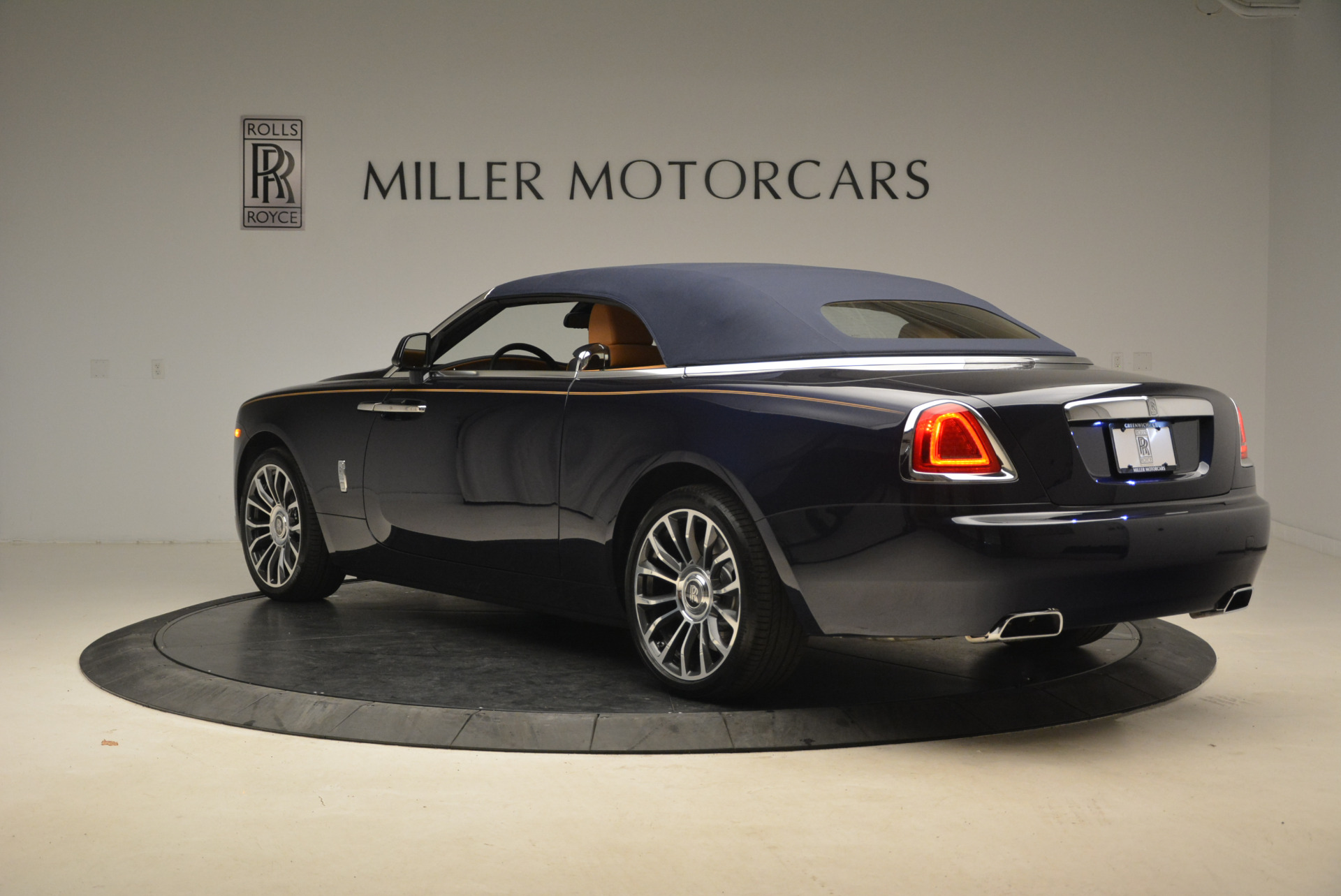 New 2018 Rolls-Royce Dawn  For Sale In Greenwich, CT 2118_p17