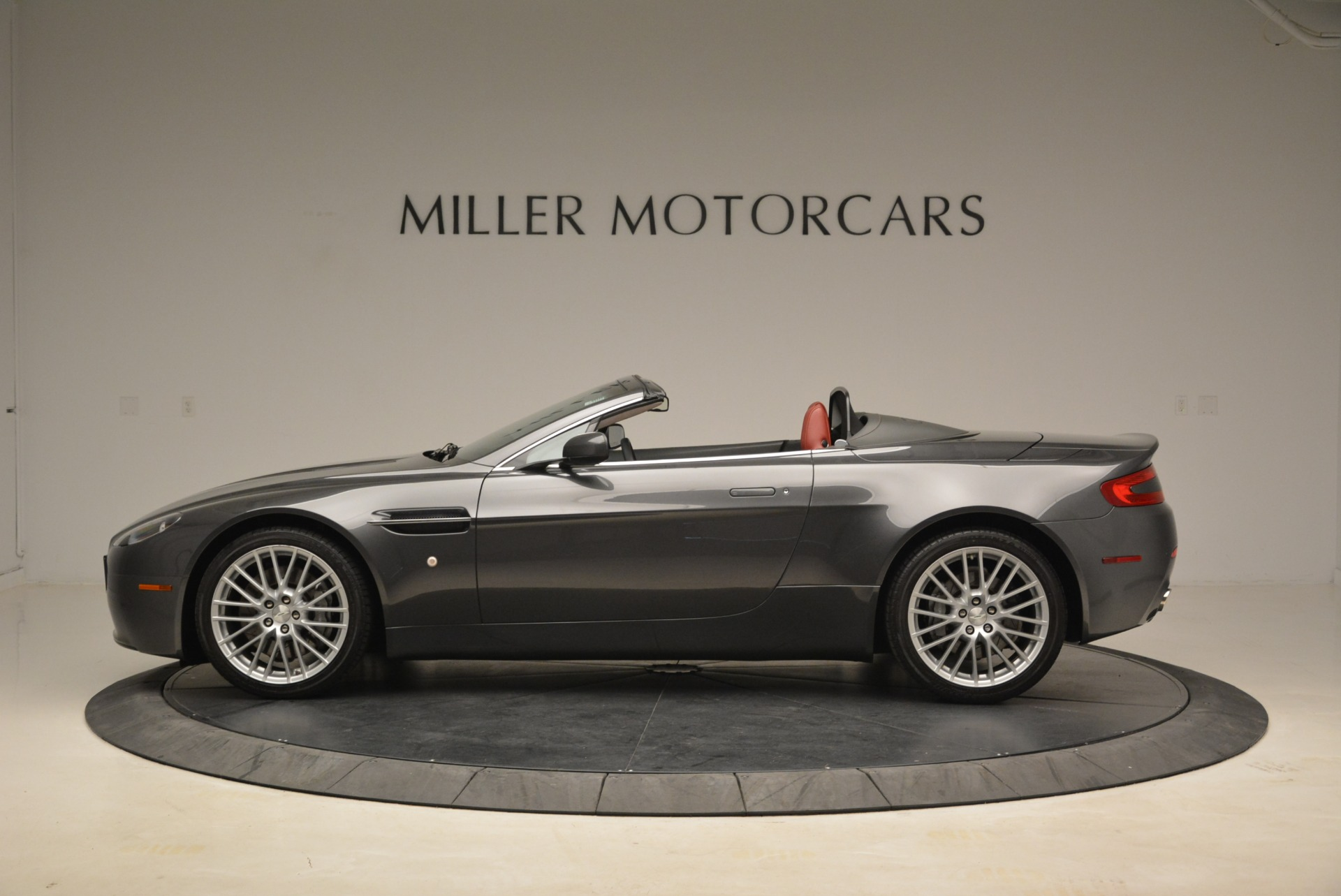 Used 2009 Aston Martin V8 Vantage Roadster For Sale In Greenwich, CT 2123_p3