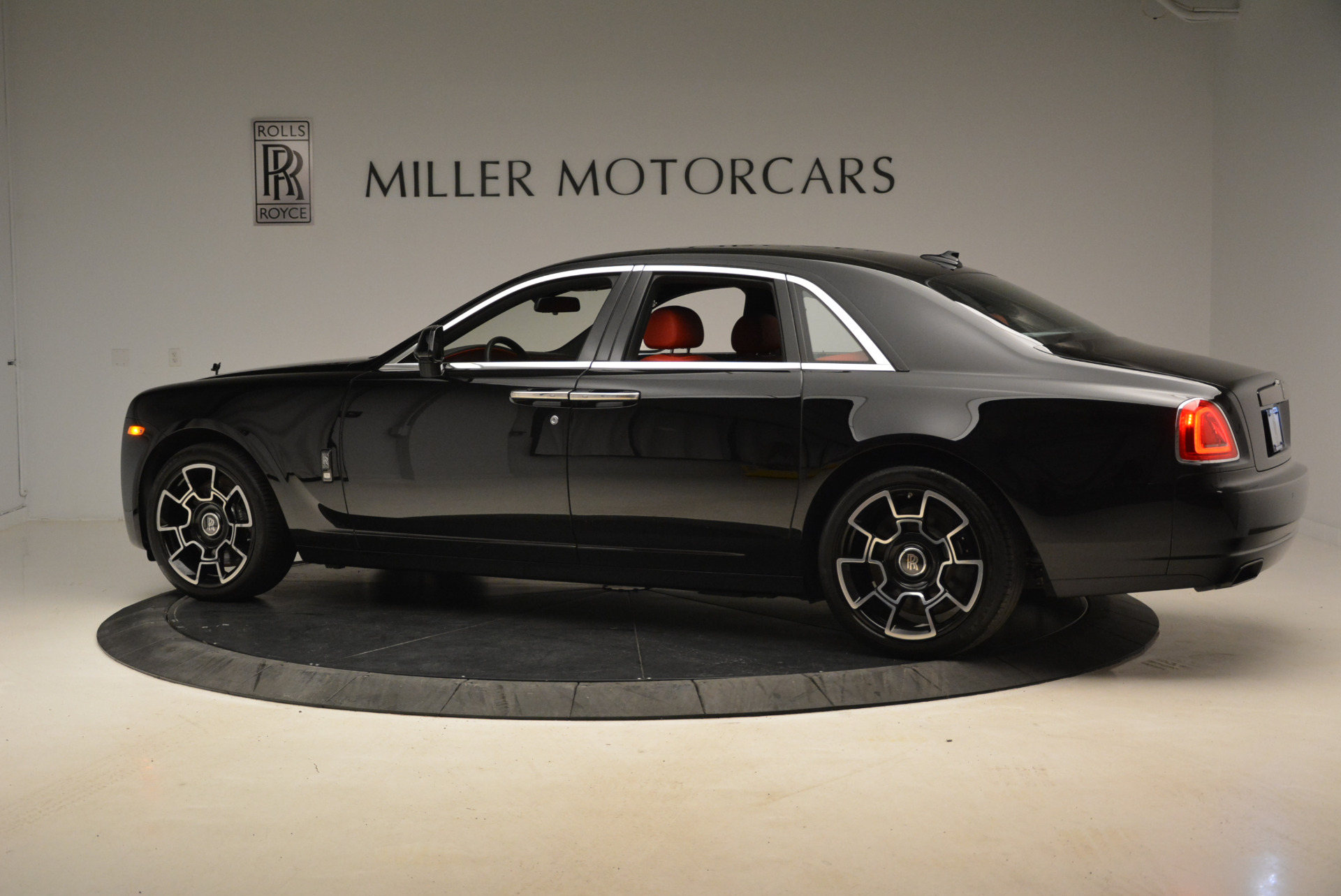 Used 2017 Rolls-Royce Ghost Black Badge For Sale In Greenwich, CT 2154_p4
