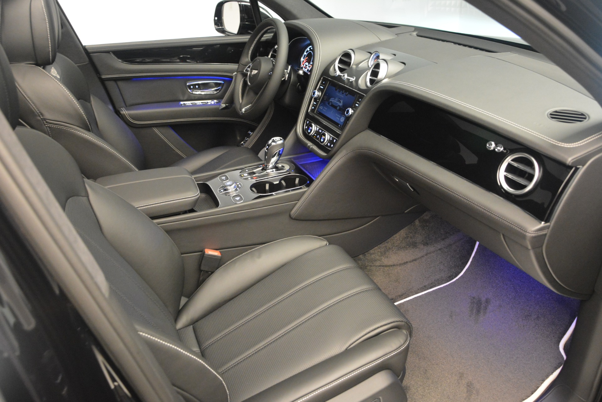 New 2019 Bentley Bentayga V8 For Sale In Greenwich, CT 2160_p25