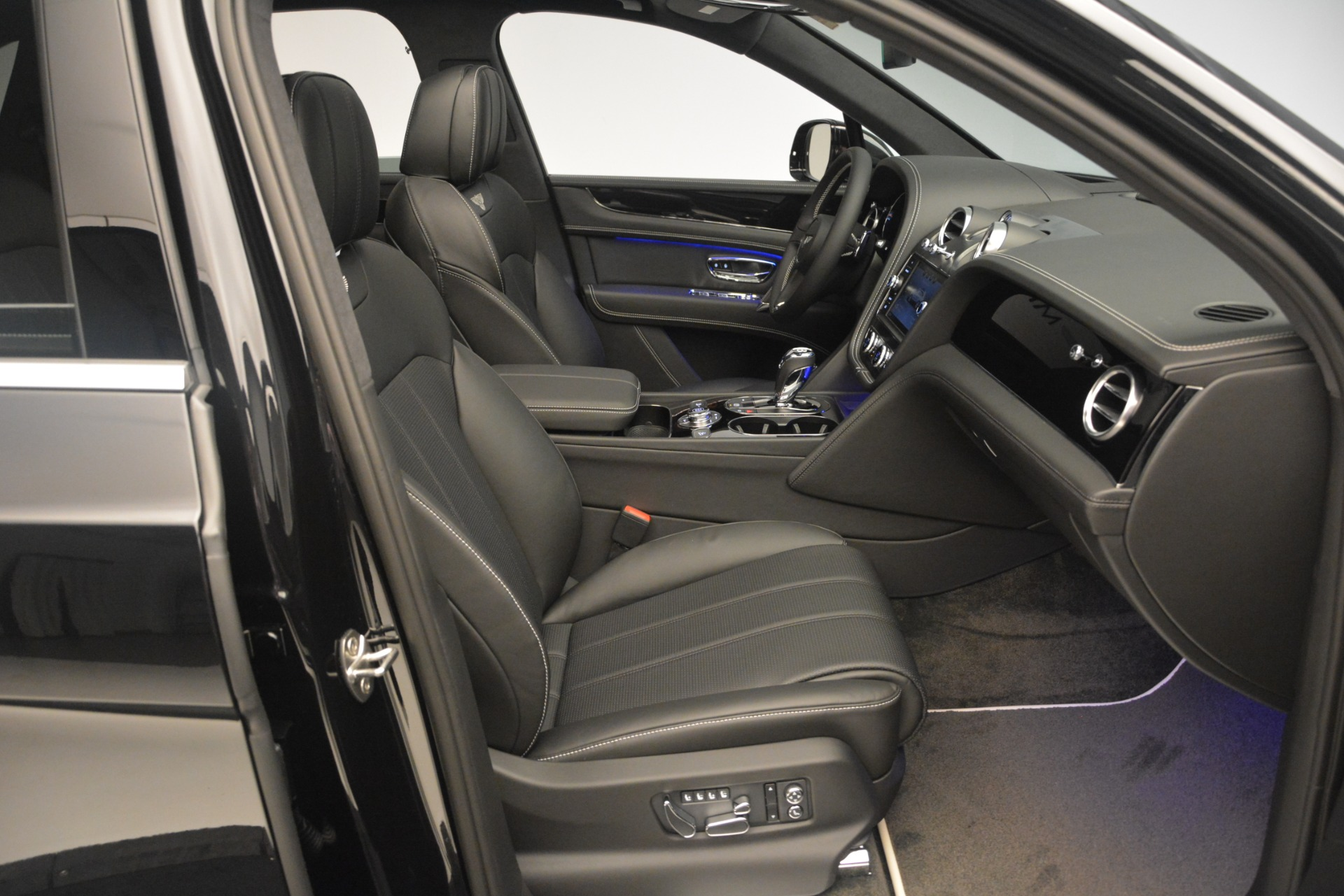 New 2019 Bentley Bentayga V8 For Sale In Greenwich, CT 2160_p26