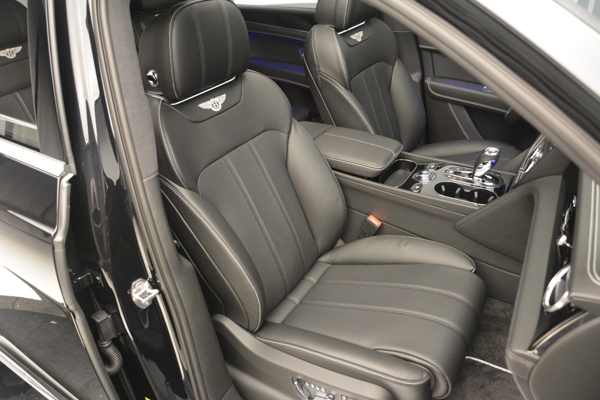 New 2019 Bentley Bentayga V8 For Sale In Greenwich, CT 2160_p27