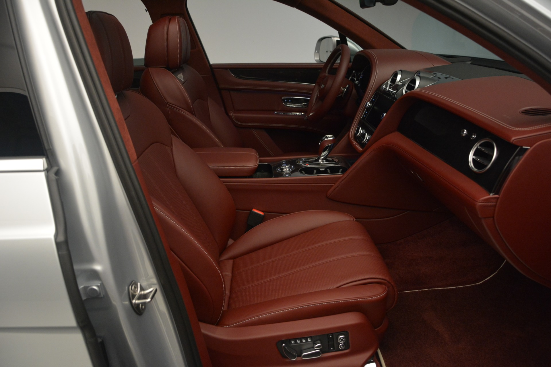 New 2019 Bentley Bentayga V8 For Sale In Greenwich, CT 2161_p28