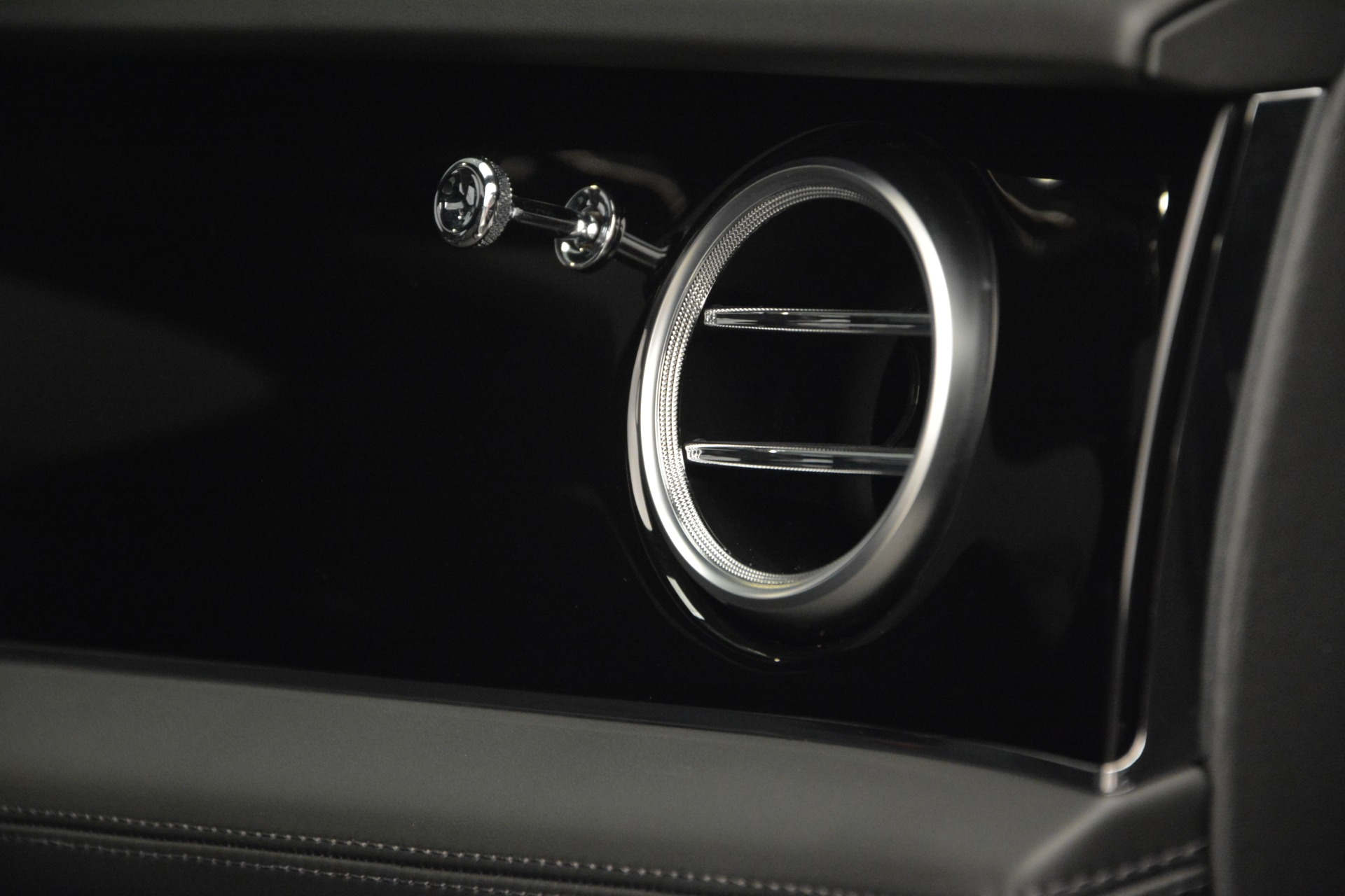 Used 2019 Bentley Bentayga V8 For Sale In Greenwich, CT 2162_p27