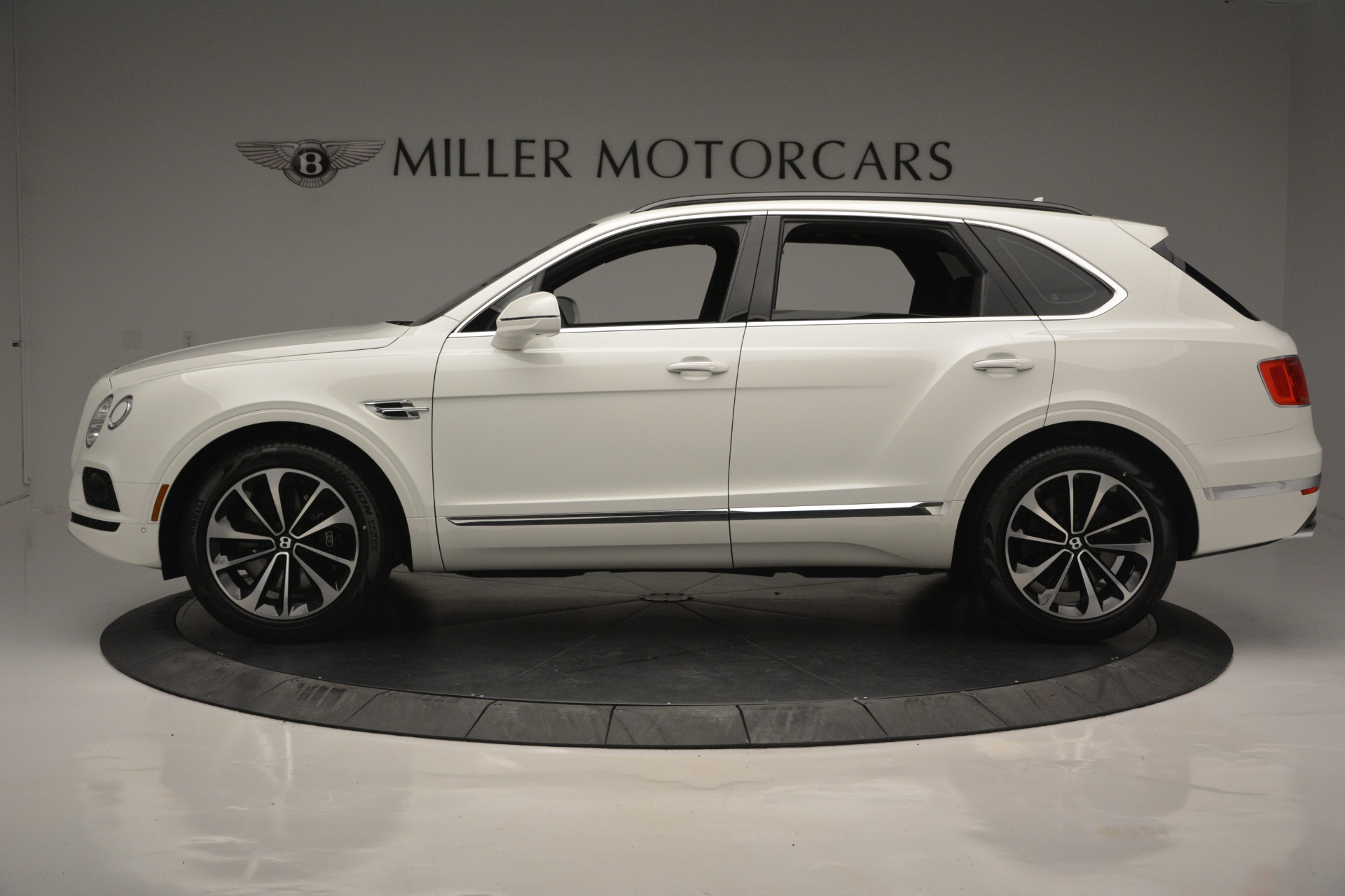 Used 2019 Bentley Bentayga V8 For Sale In Greenwich, CT 2162_p2