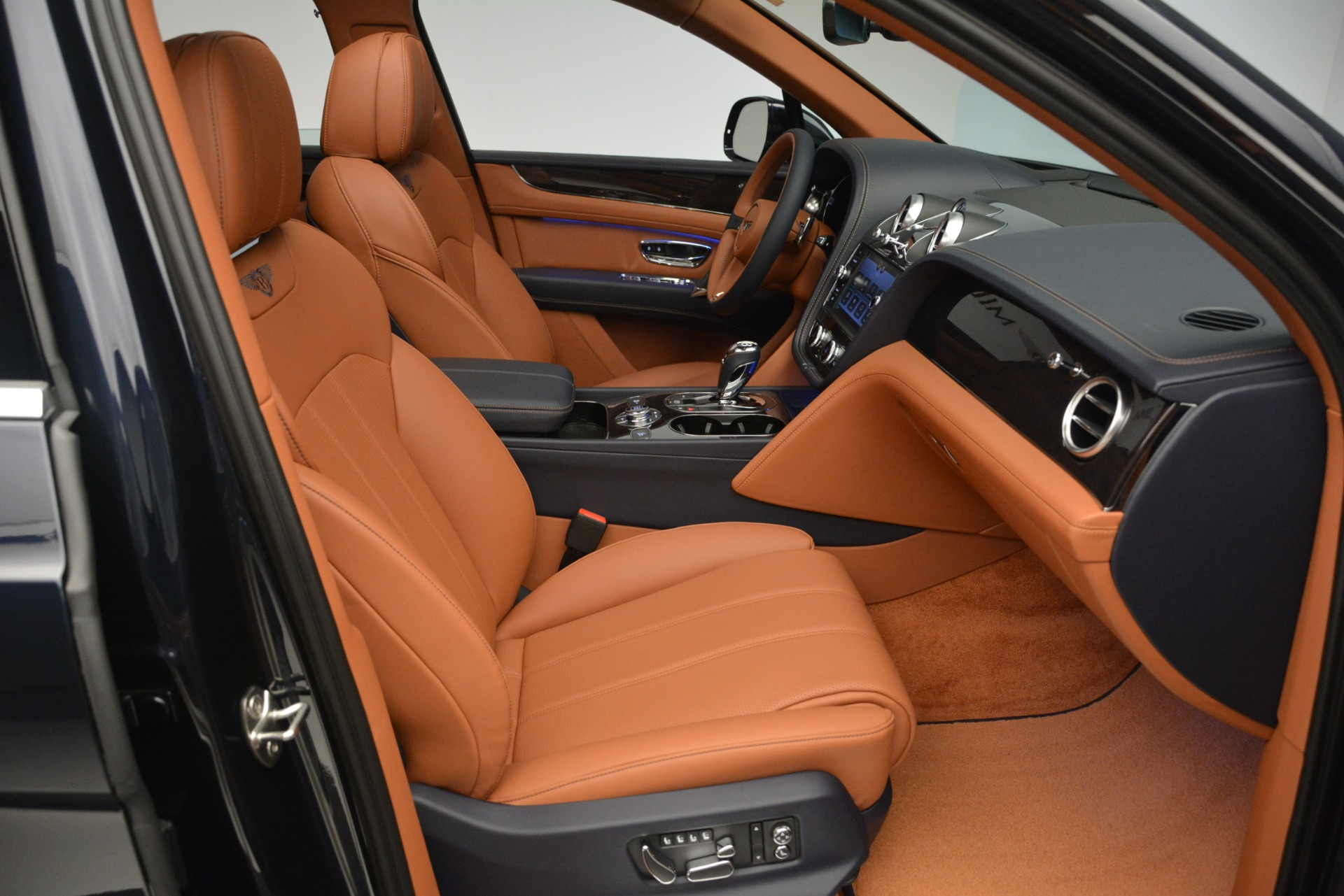 New 2019 Bentley Bentayga V8 For Sale In Greenwich, CT 2163_p24