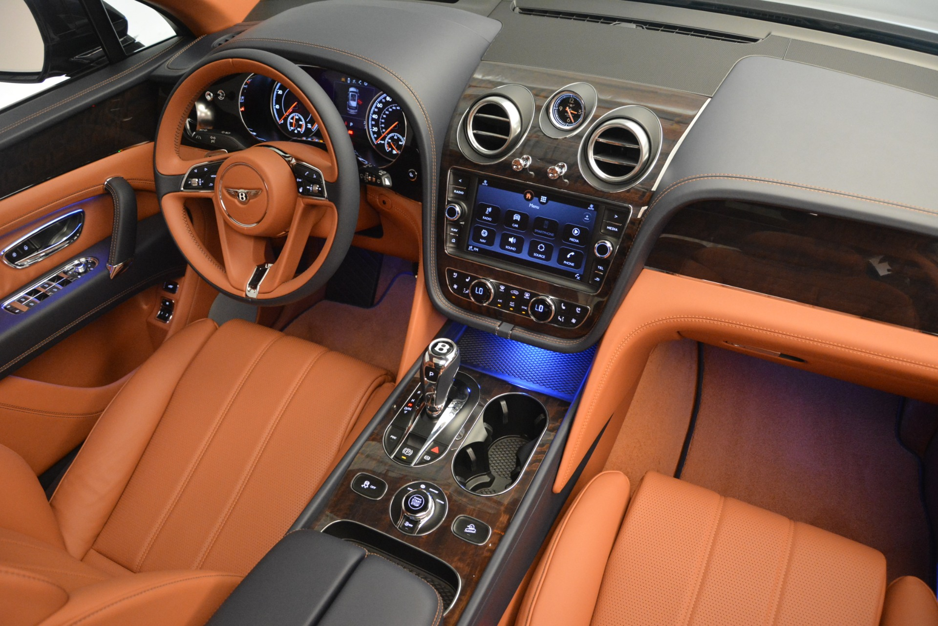 New 2019 Bentley Bentayga V8 For Sale In Greenwich, CT 2163_p31