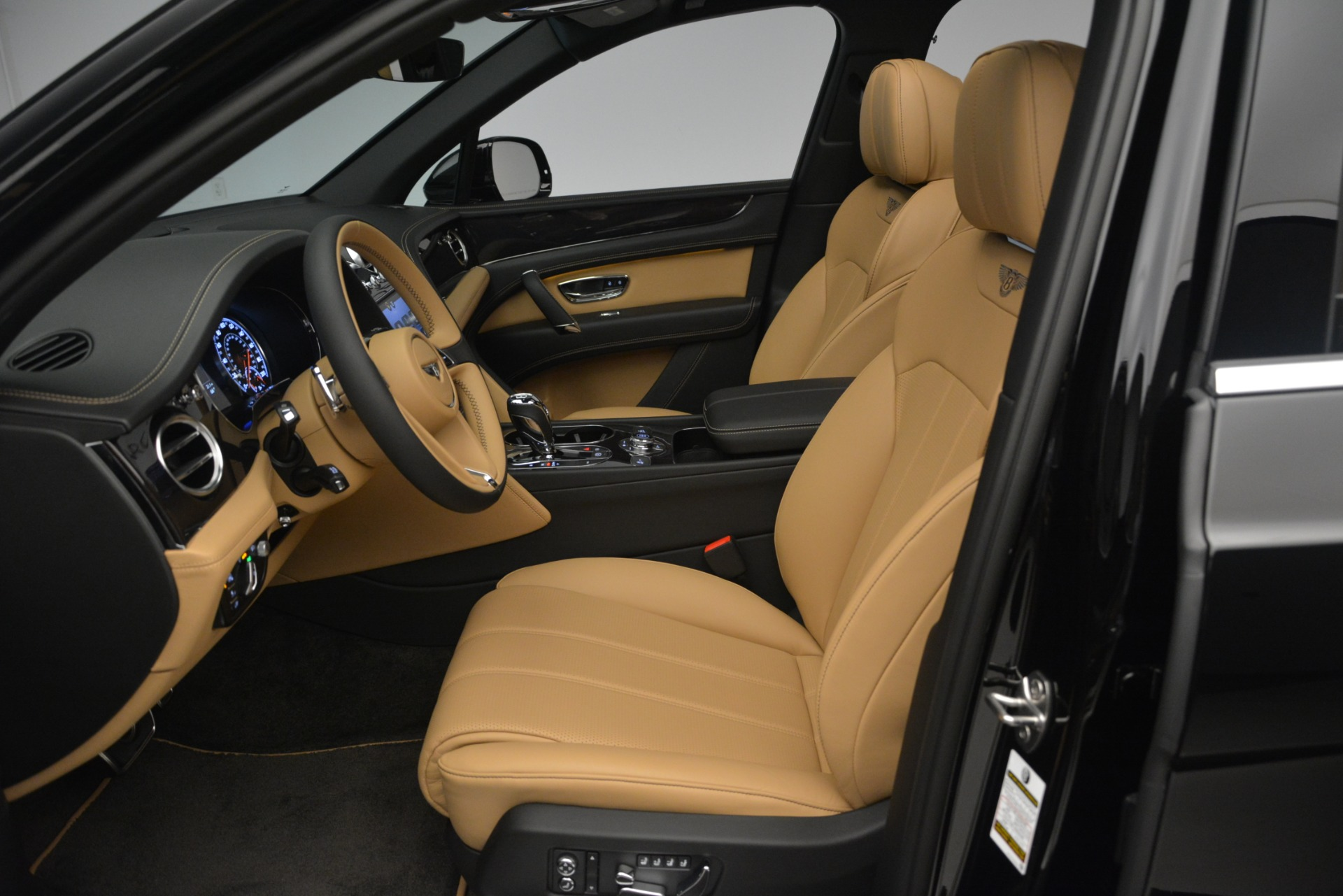 New 2019 Bentley Bentayga V8 For Sale In Greenwich, CT 2164_p18