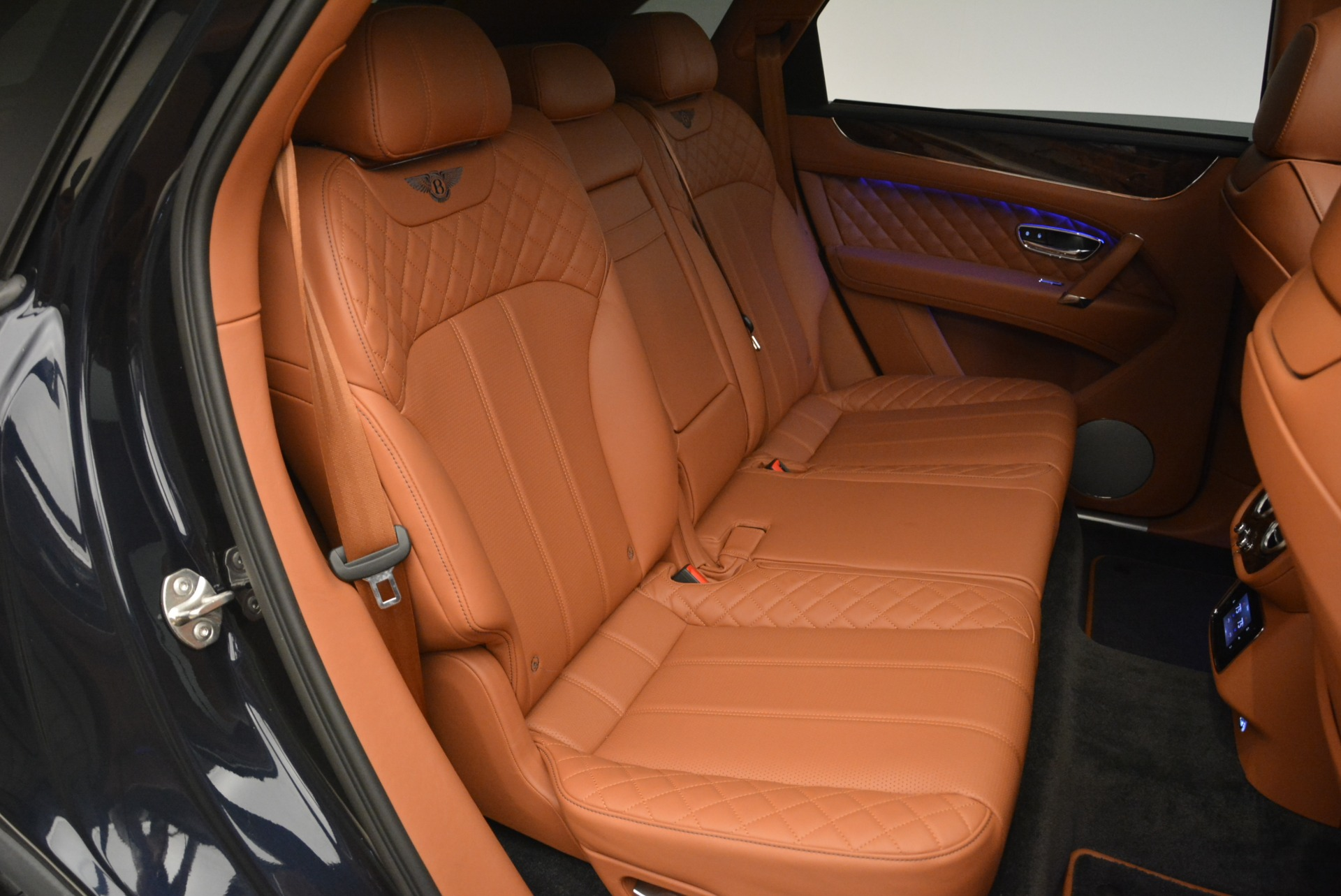 Used 2018 Bentley Bentayga W12 Signature For Sale In Greenwich, CT 2165_p23