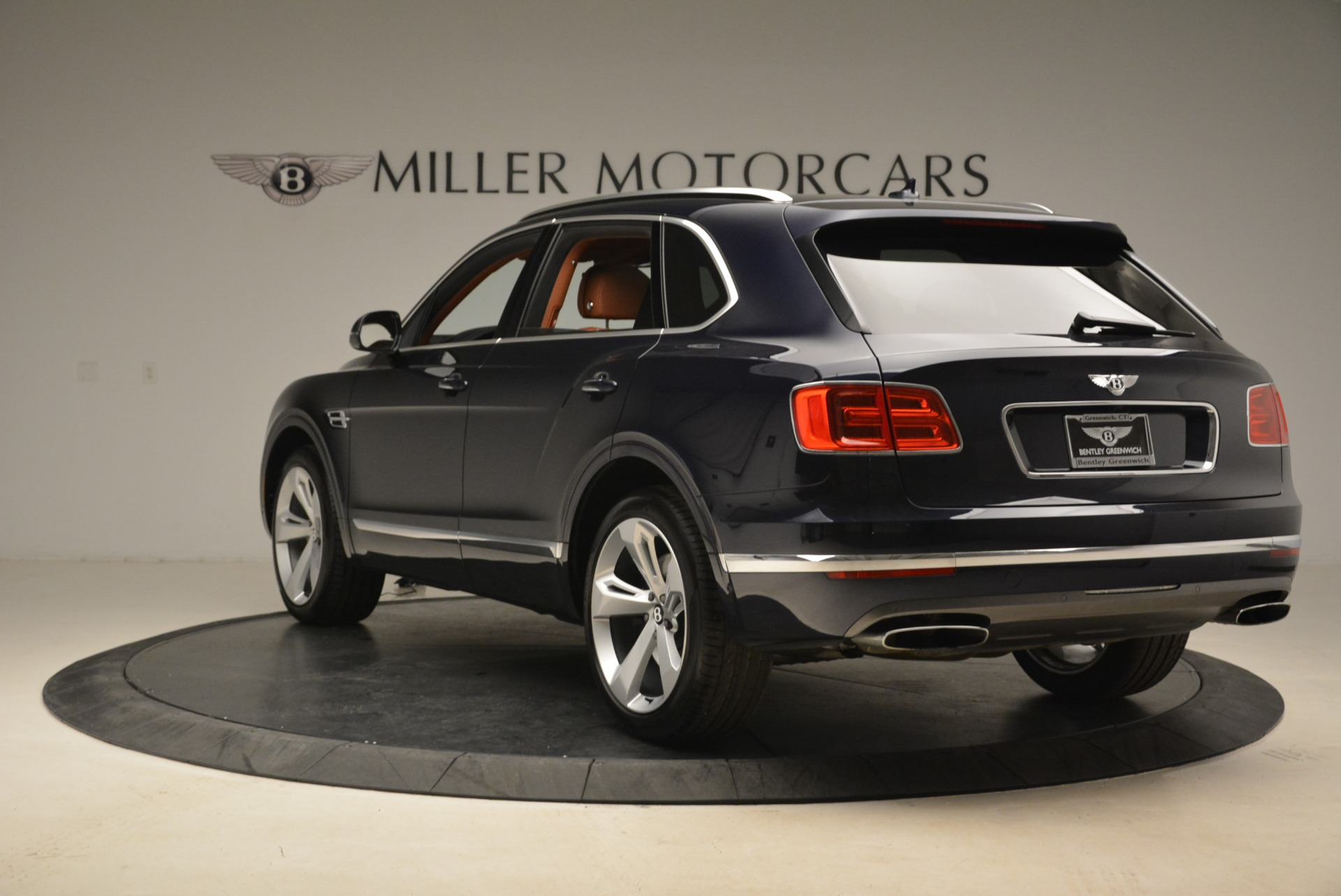 Used 2018 Bentley Bentayga W12 Signature For Sale In Greenwich, CT 2165_p5