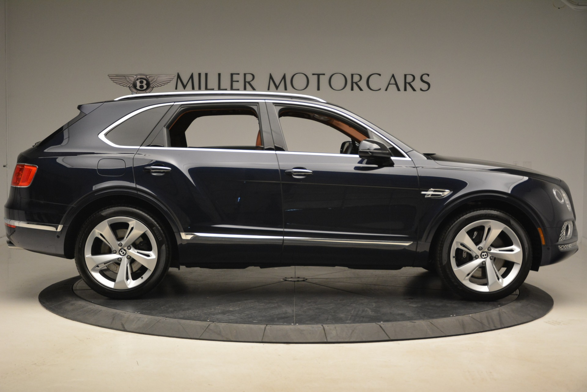 Used 2018 Bentley Bentayga W12 Signature For Sale In Greenwich, CT 2165_p9