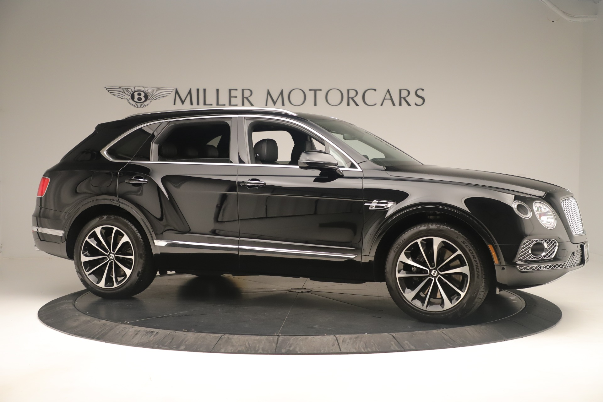 Used 2018 Bentley Bentayga W12 Signature For Sale In Greenwich, CT 2167_p10