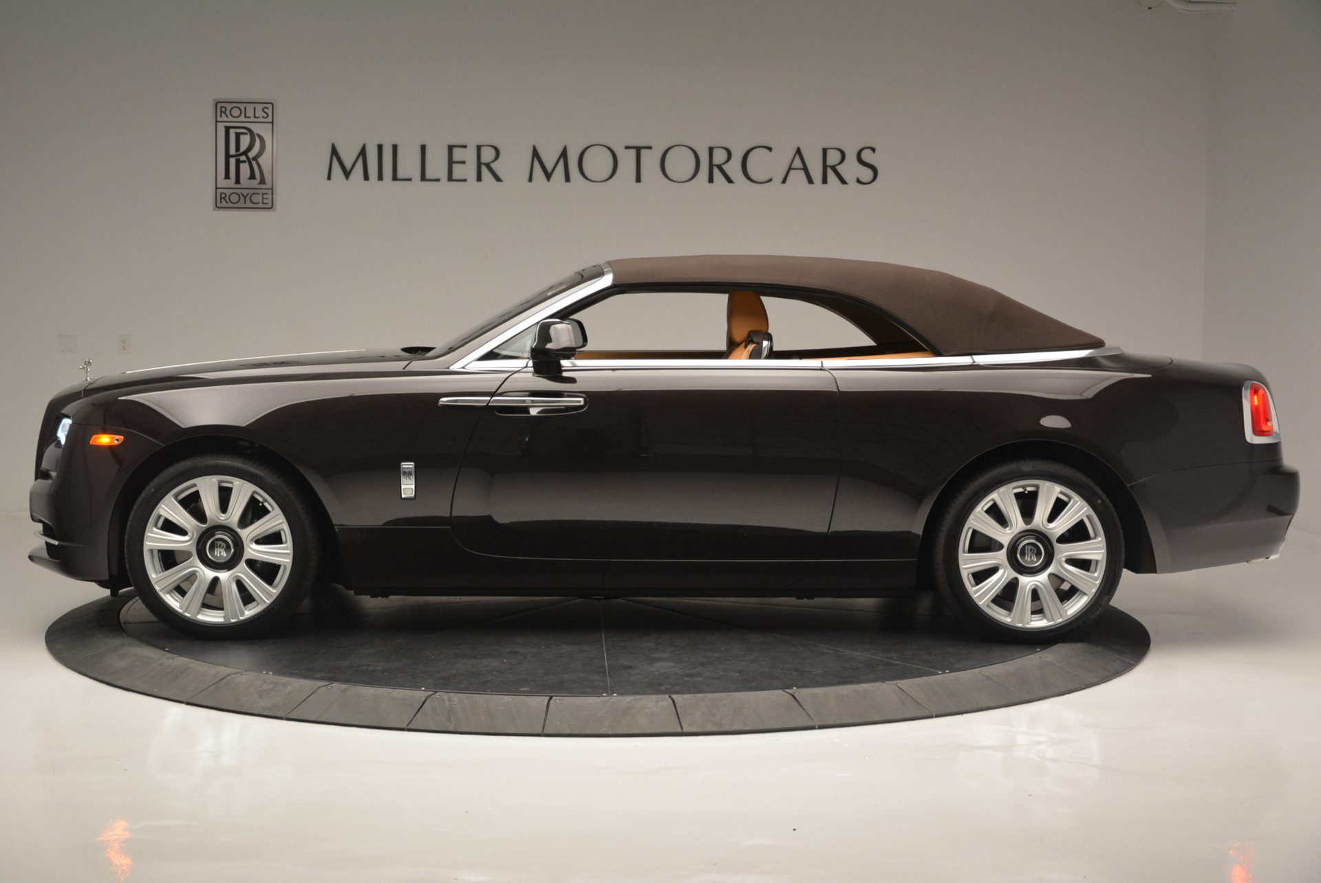 Used 2018 Rolls-Royce Dawn  For Sale In Greenwich, CT 2178_p10