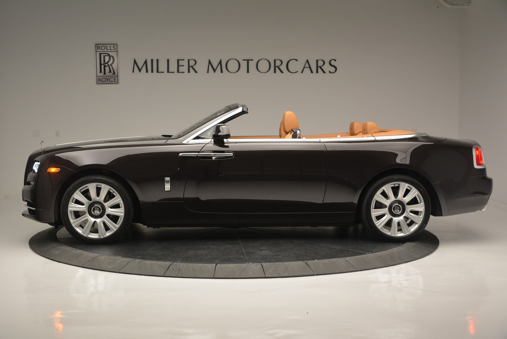 Used 2018 Rolls-Royce Dawn  For Sale In Greenwich, CT 2178_p2