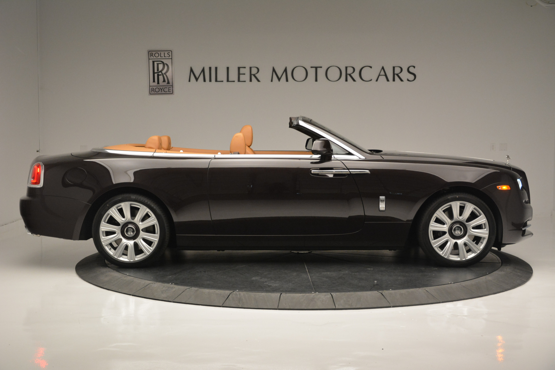 Used 2018 Rolls-Royce Dawn  For Sale In Greenwich, CT 2178_p6