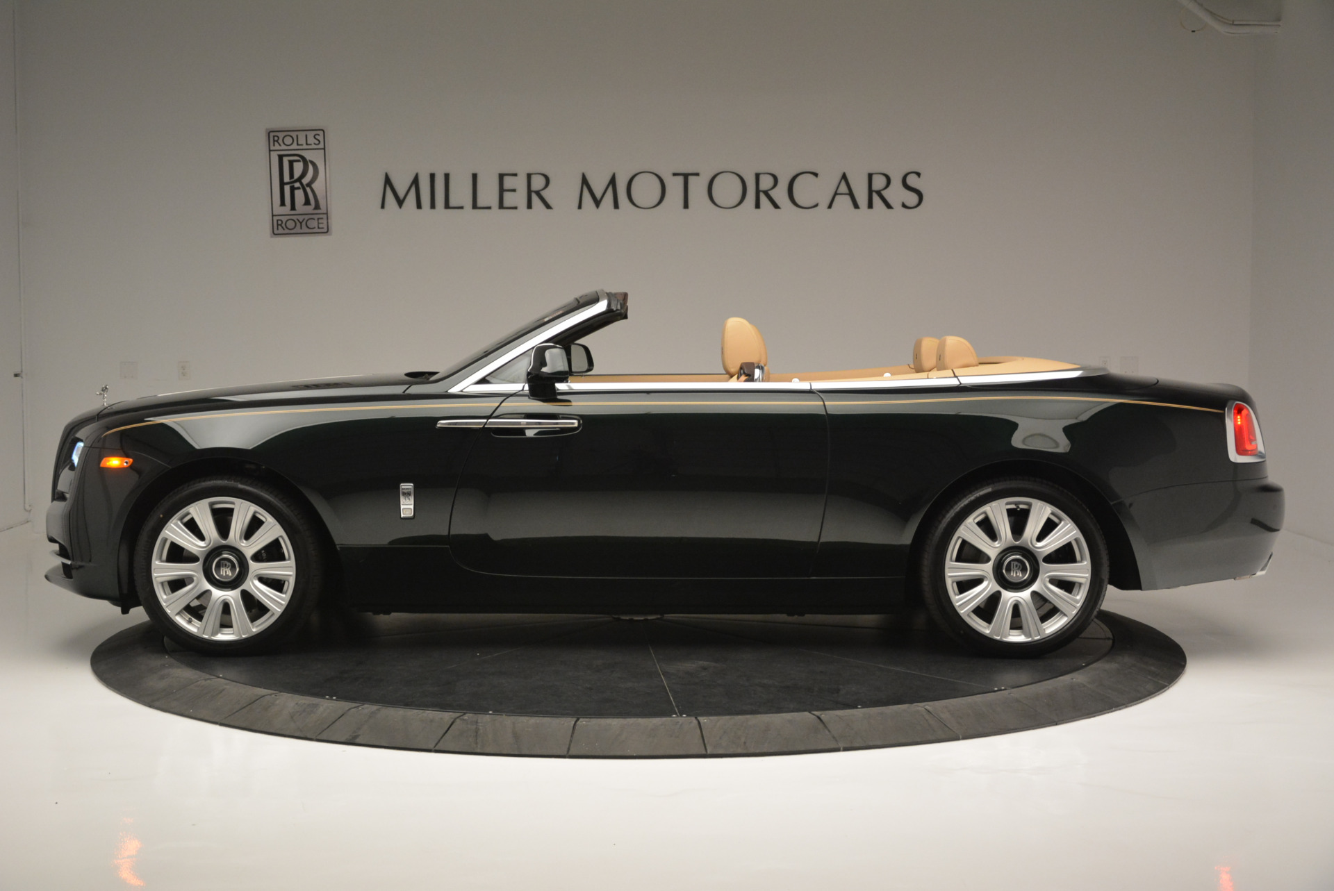 Used 2018 Rolls-Royce Dawn  For Sale In Greenwich, CT 2179_p2