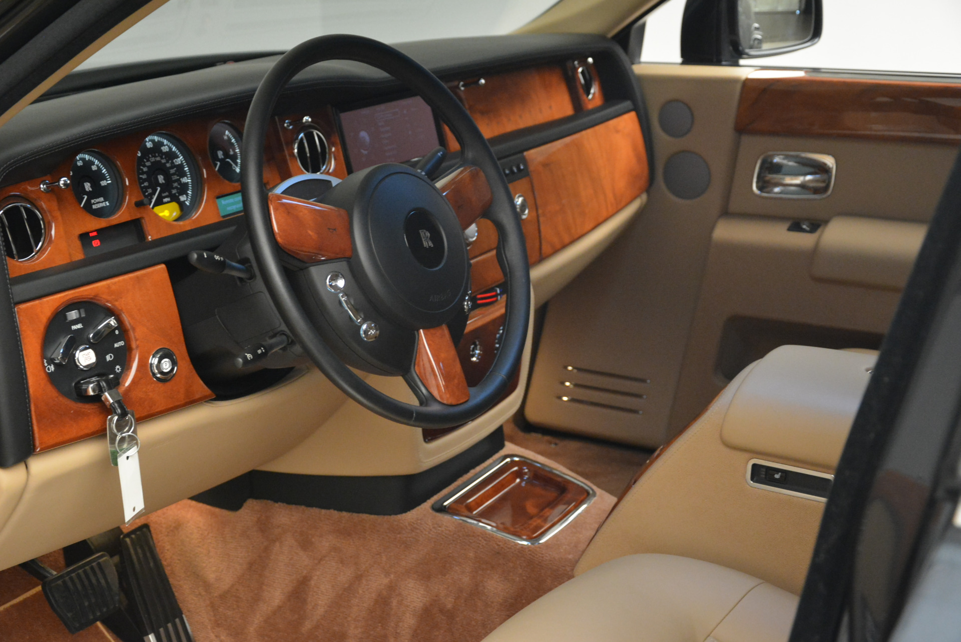 Used 2013 Rolls-Royce Phantom  For Sale In Greenwich, CT 2208_p15