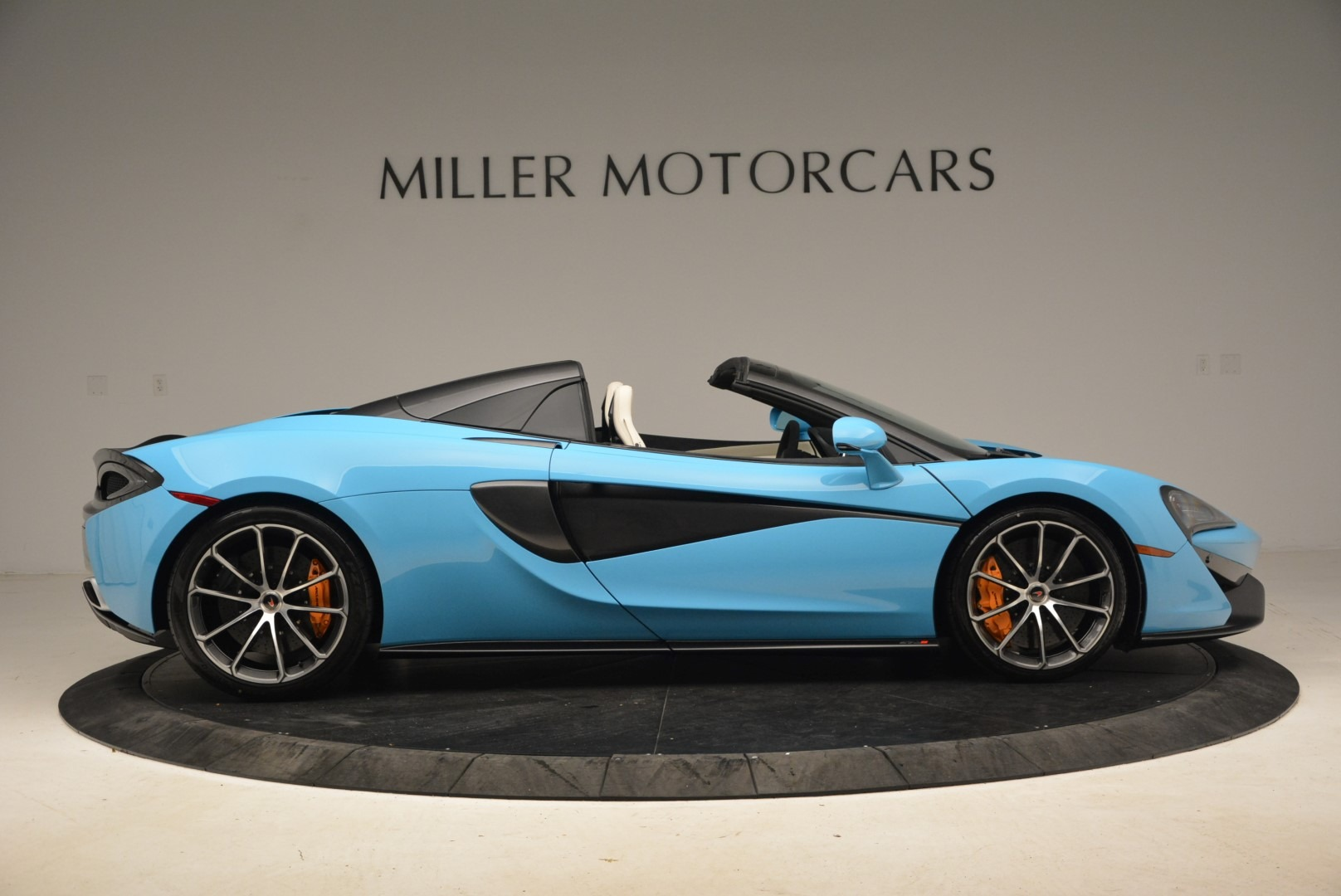 Used 2018 McLaren 570S Spider For Sale In Greenwich, CT 2215_p9