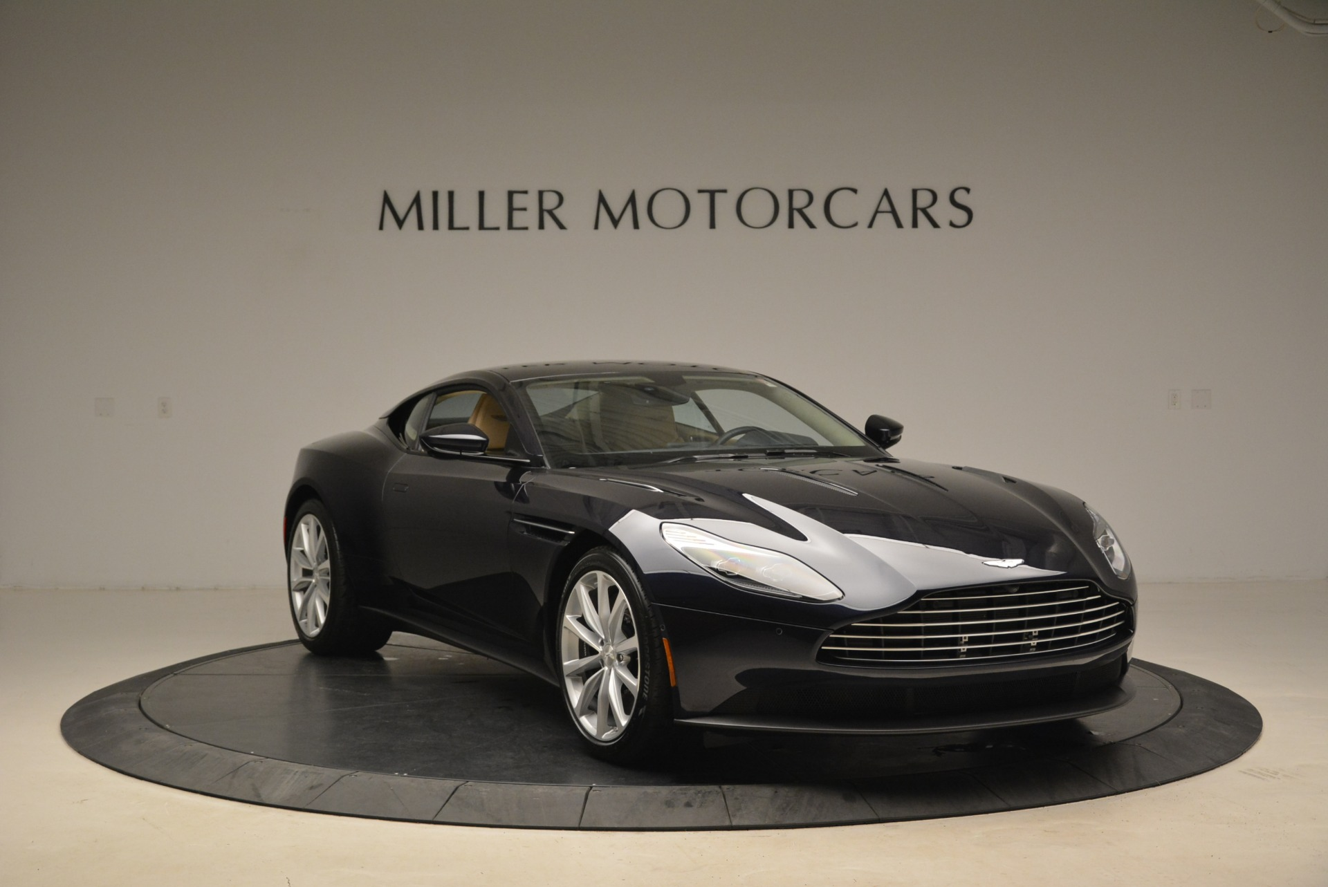 New 2018 Aston Martin DB11 V12 Coupe For Sale In Greenwich, CT 2227_p11