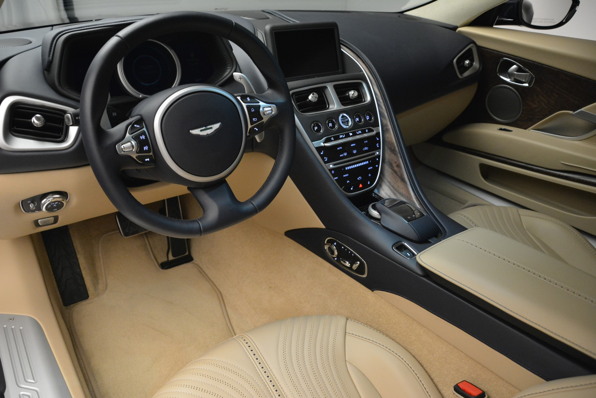 New 2018 Aston Martin DB11 V12 Coupe For Sale In Greenwich, CT 2227_p14