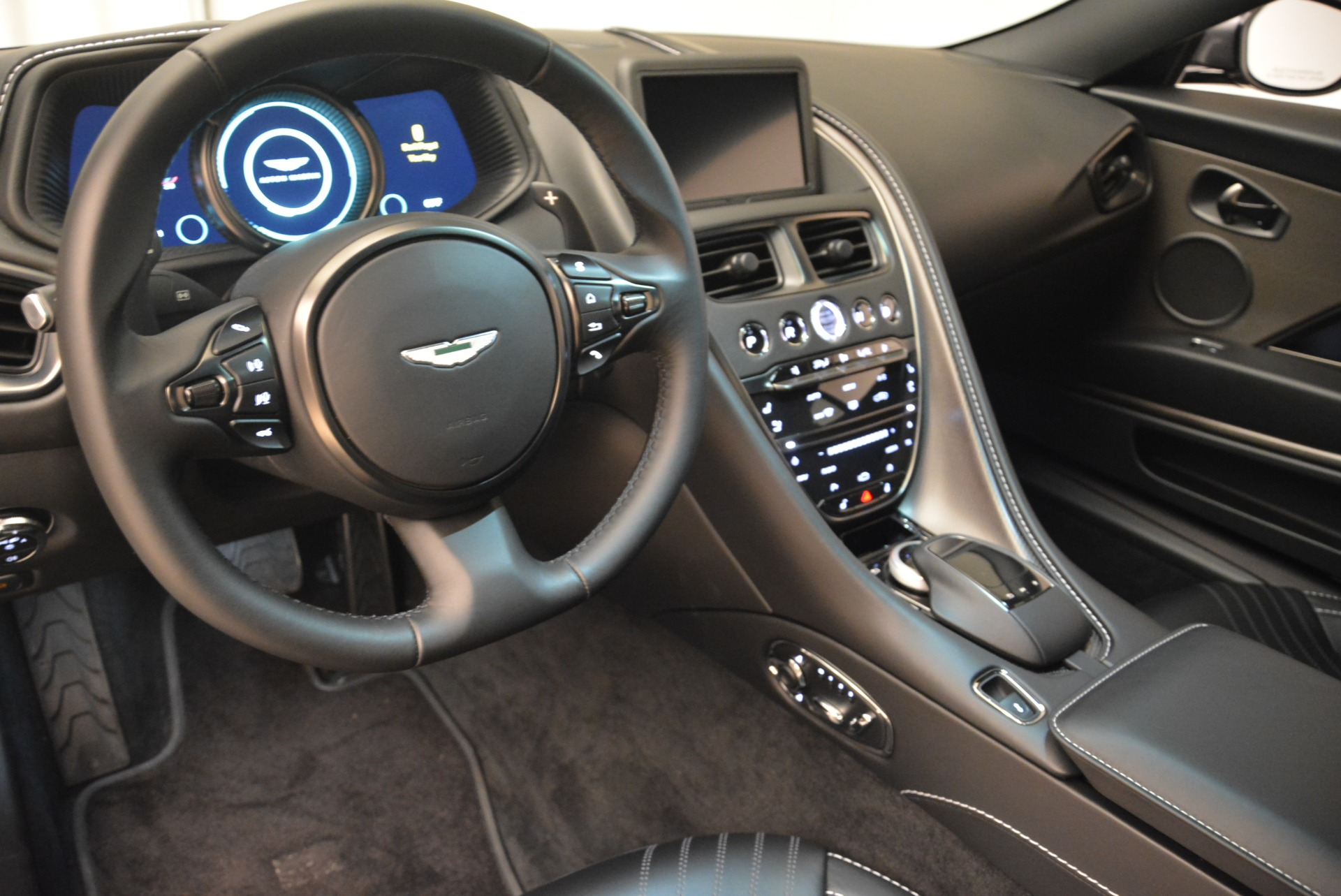 New 2018 Aston Martin DB11 V12 Coupe For Sale In Greenwich, CT 2228_p14