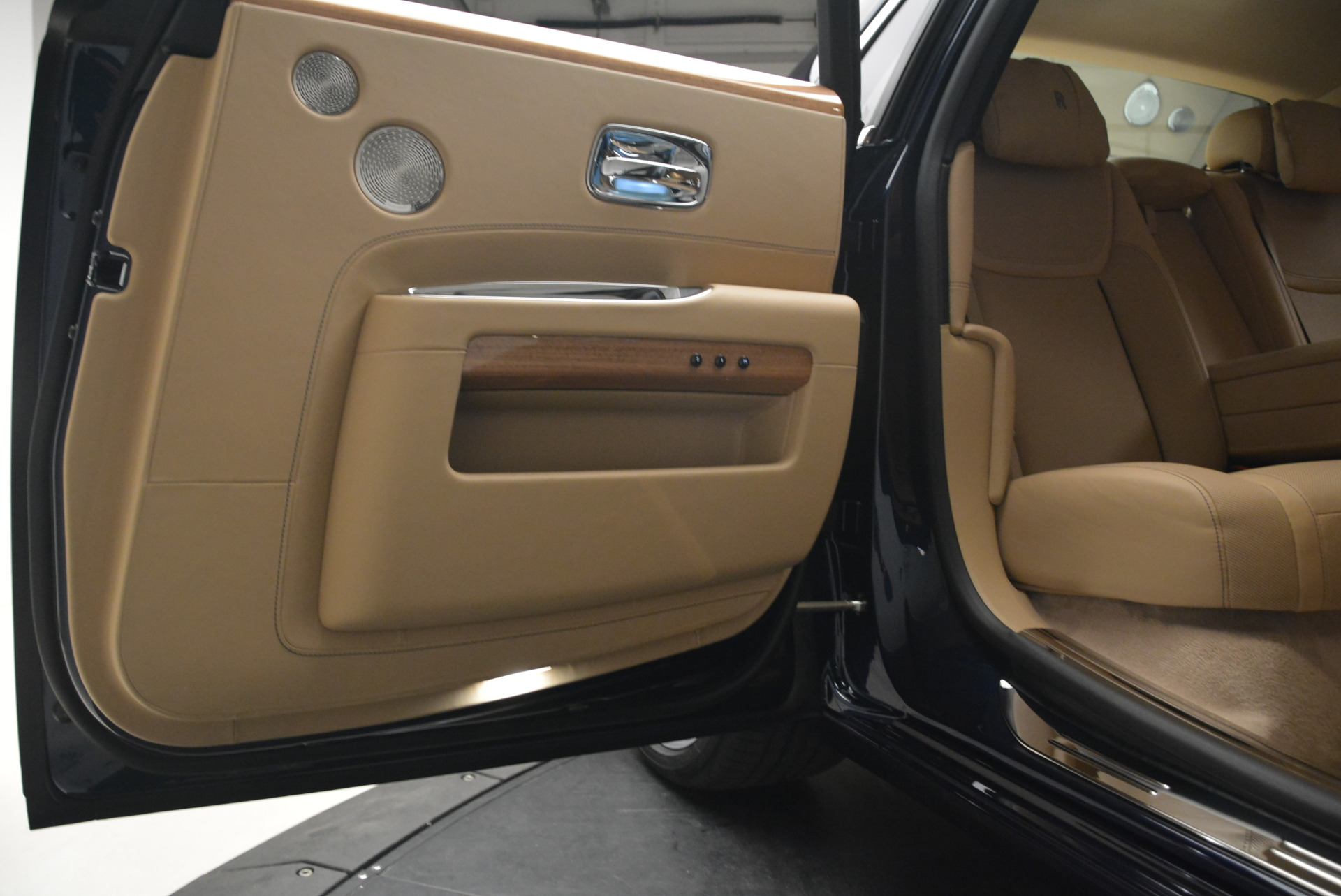 Used 2018 Rolls-Royce Ghost  For Sale In Greenwich, CT 2231_p28